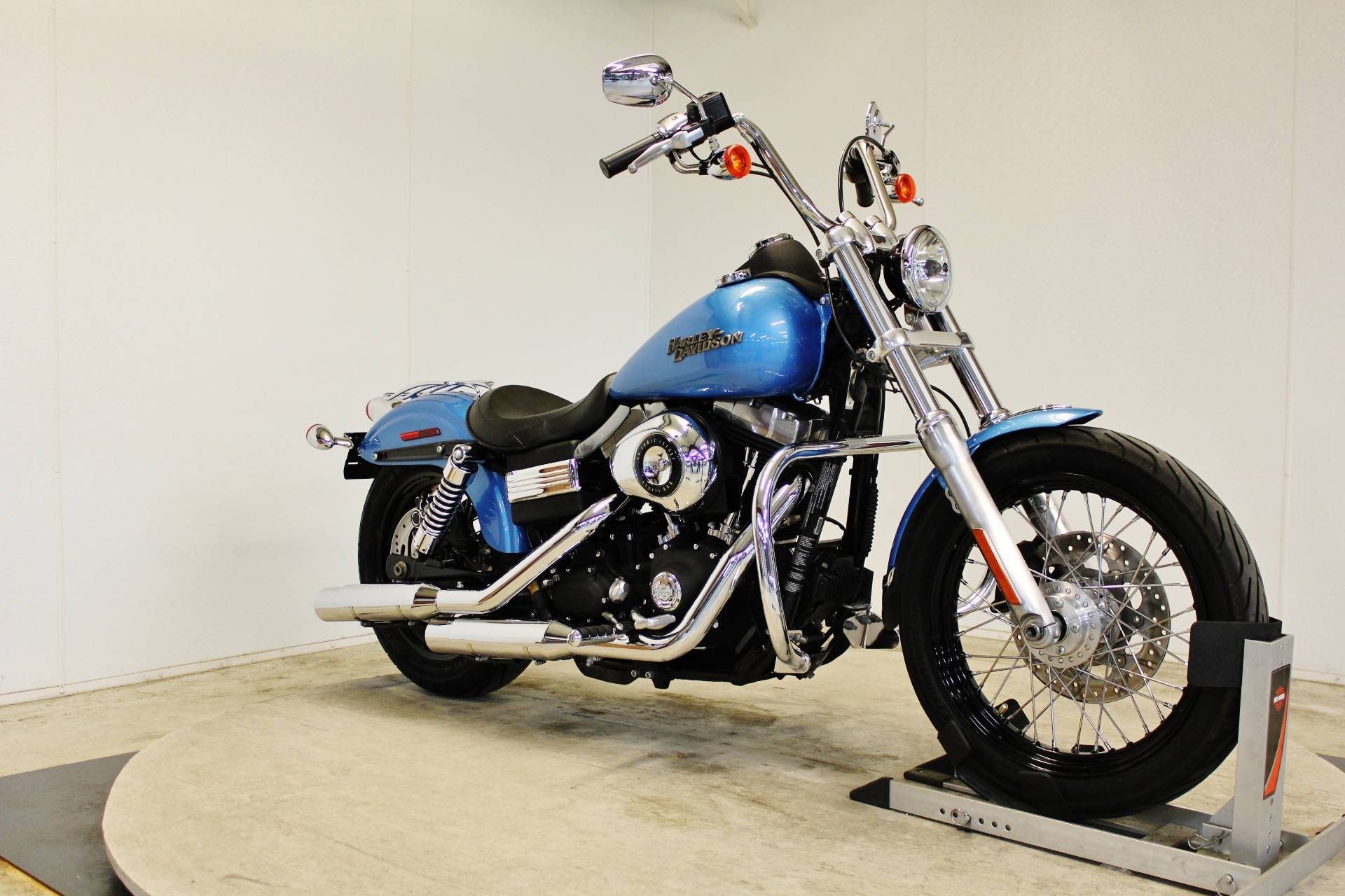 2011 Harley-Davidson Dyna® Street Bob® in Pittsfield, Massachusetts - Photo 2