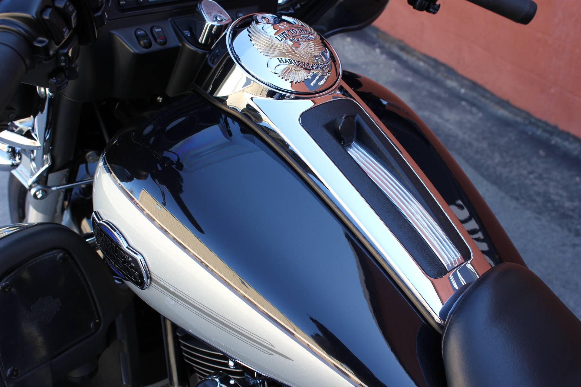 2013 Harley-Davidson Tri Glide® Ultra Classic® in Pittsfield, Massachusetts - Photo 2