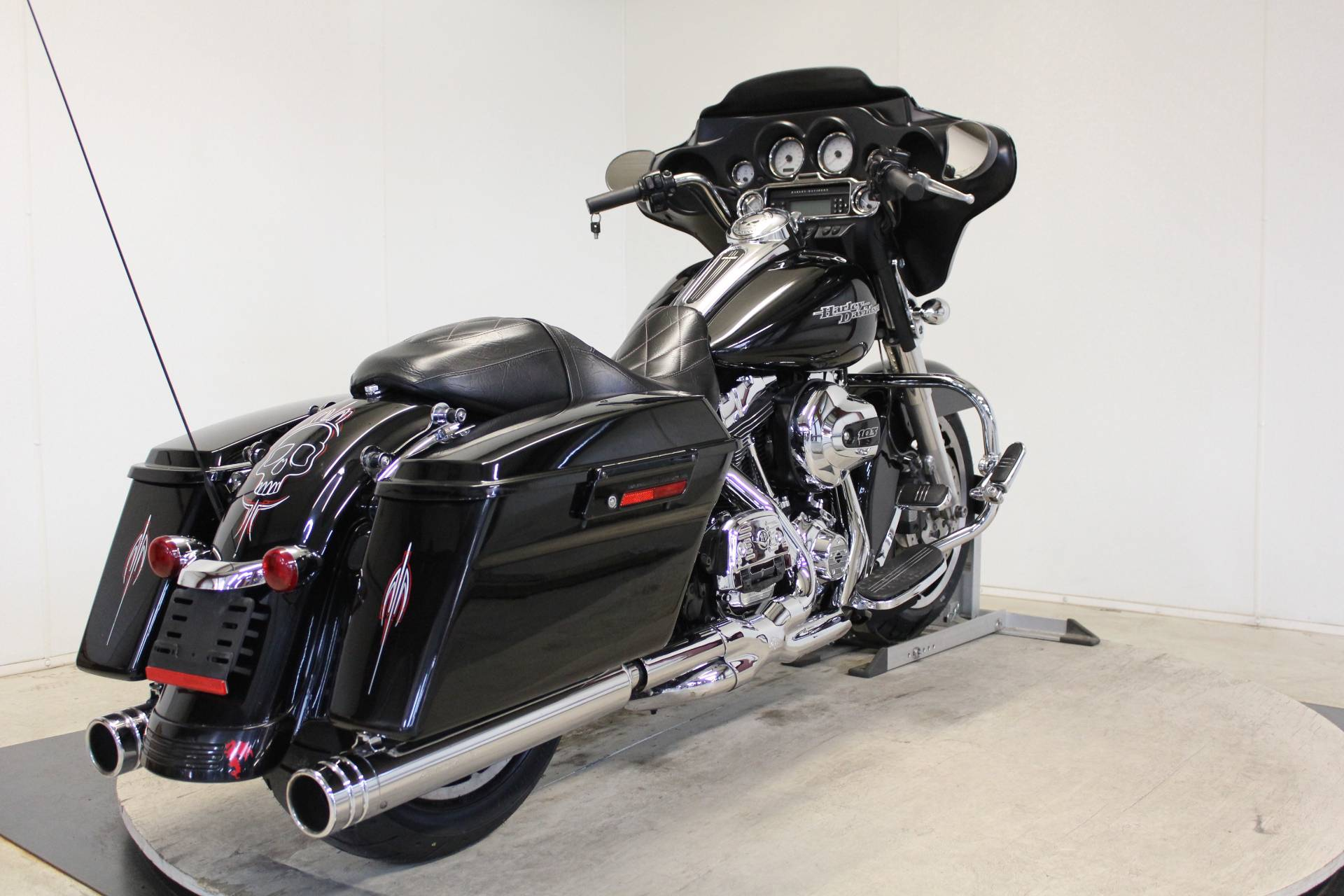 2013 Harley-Davidson Street Glide® in Pittsfield, Massachusetts - Photo 8