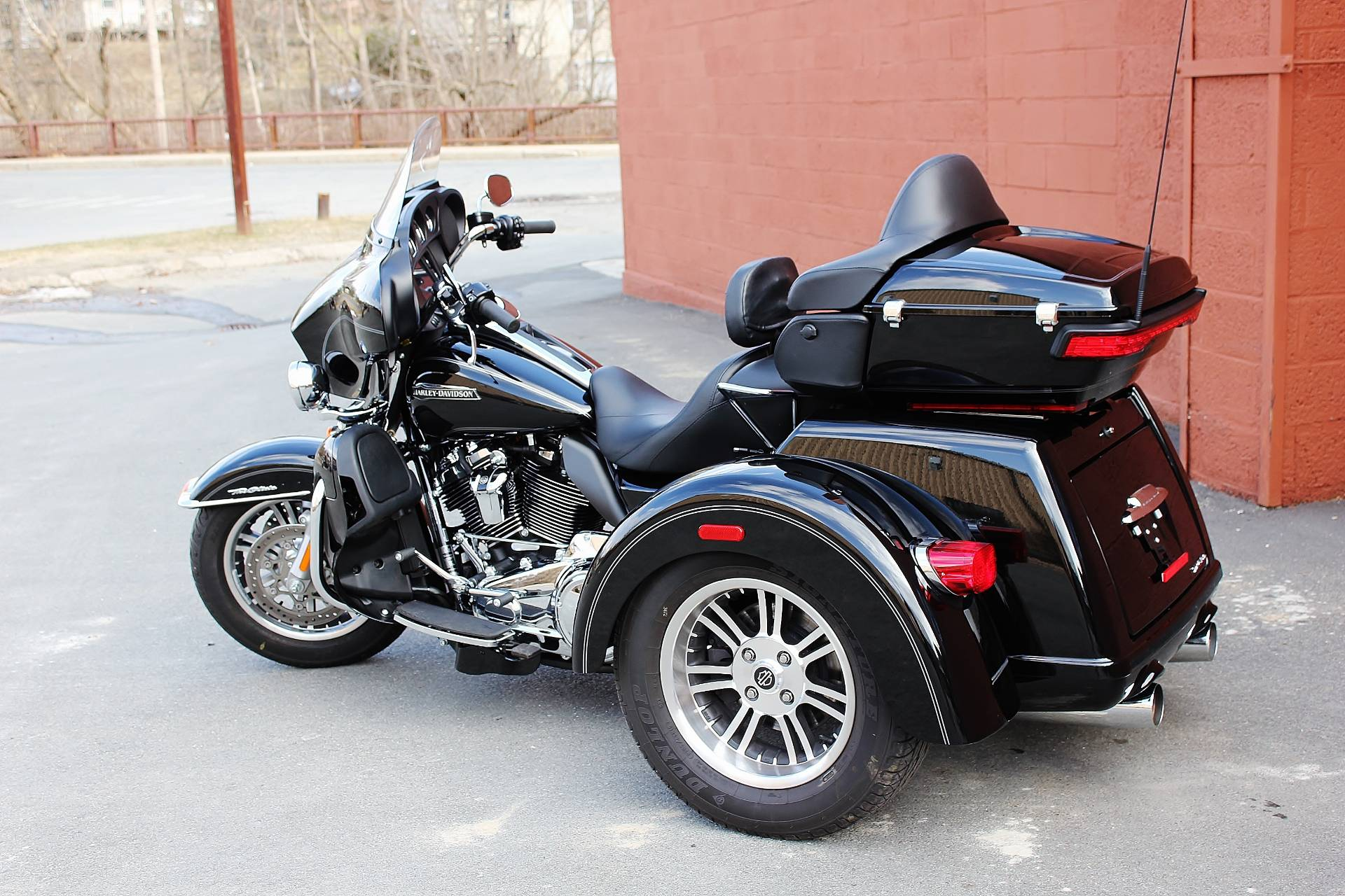 used 2017 harley davidson tri glide ultra trikes in adams ma stock number 855748. Black Bedroom Furniture Sets. Home Design Ideas
