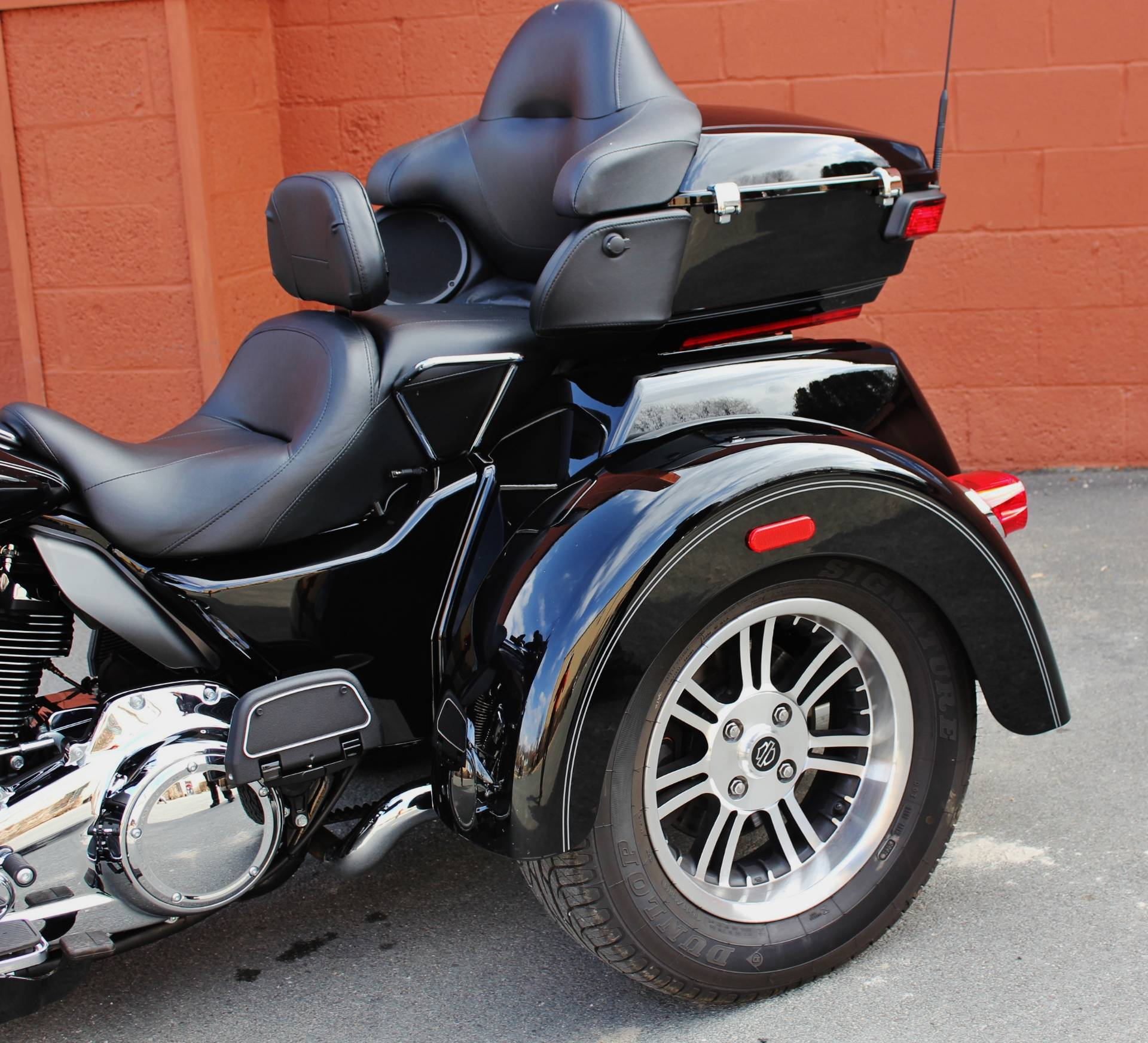 used 2017 harley davidson tri glide ultra trikes in pittsfield ma stock number 855748. Black Bedroom Furniture Sets. Home Design Ideas