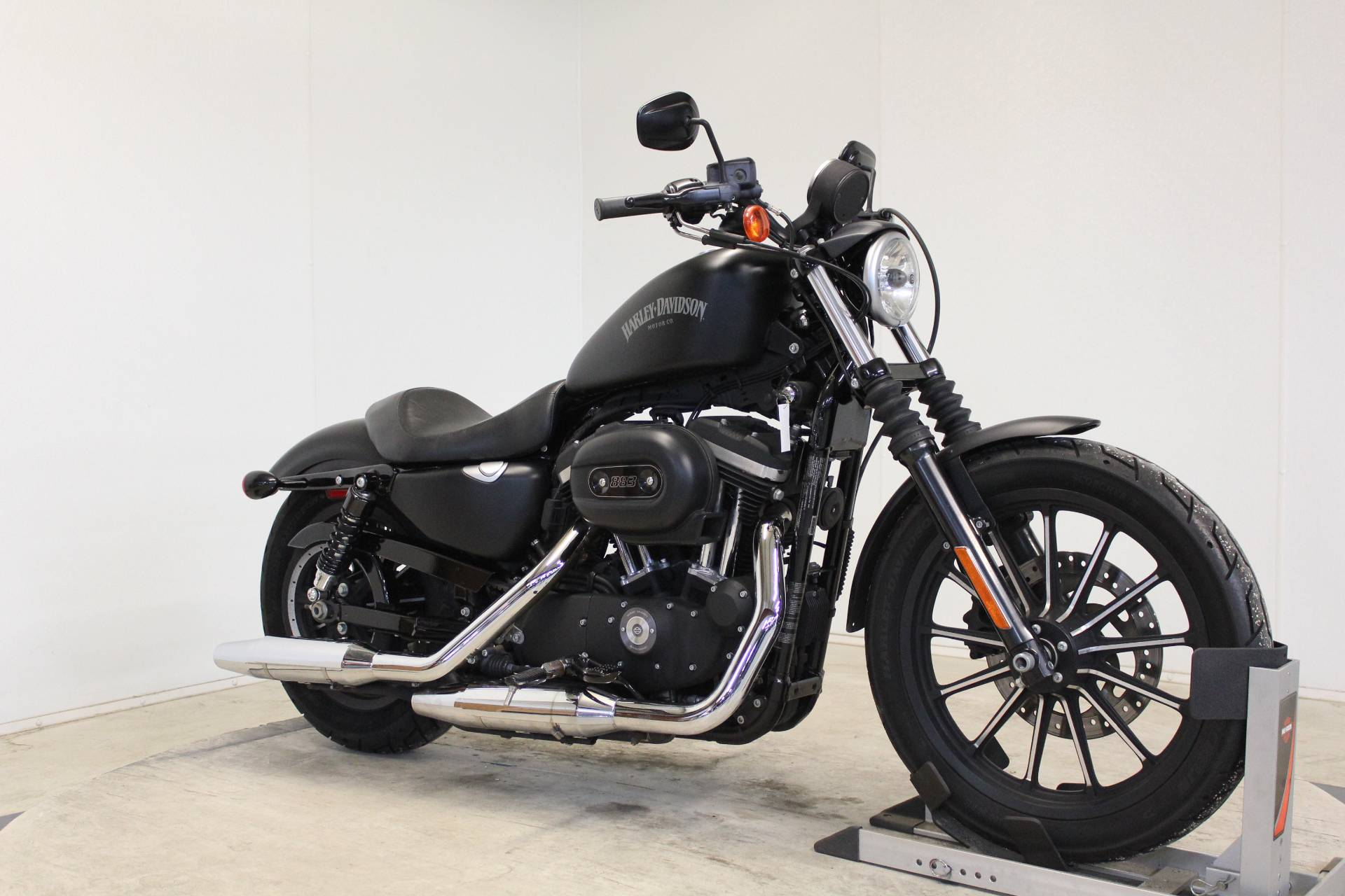 2014 Harley-Davidson Sportster® Iron 883™ in Pittsfield, Massachusetts - Photo 2
