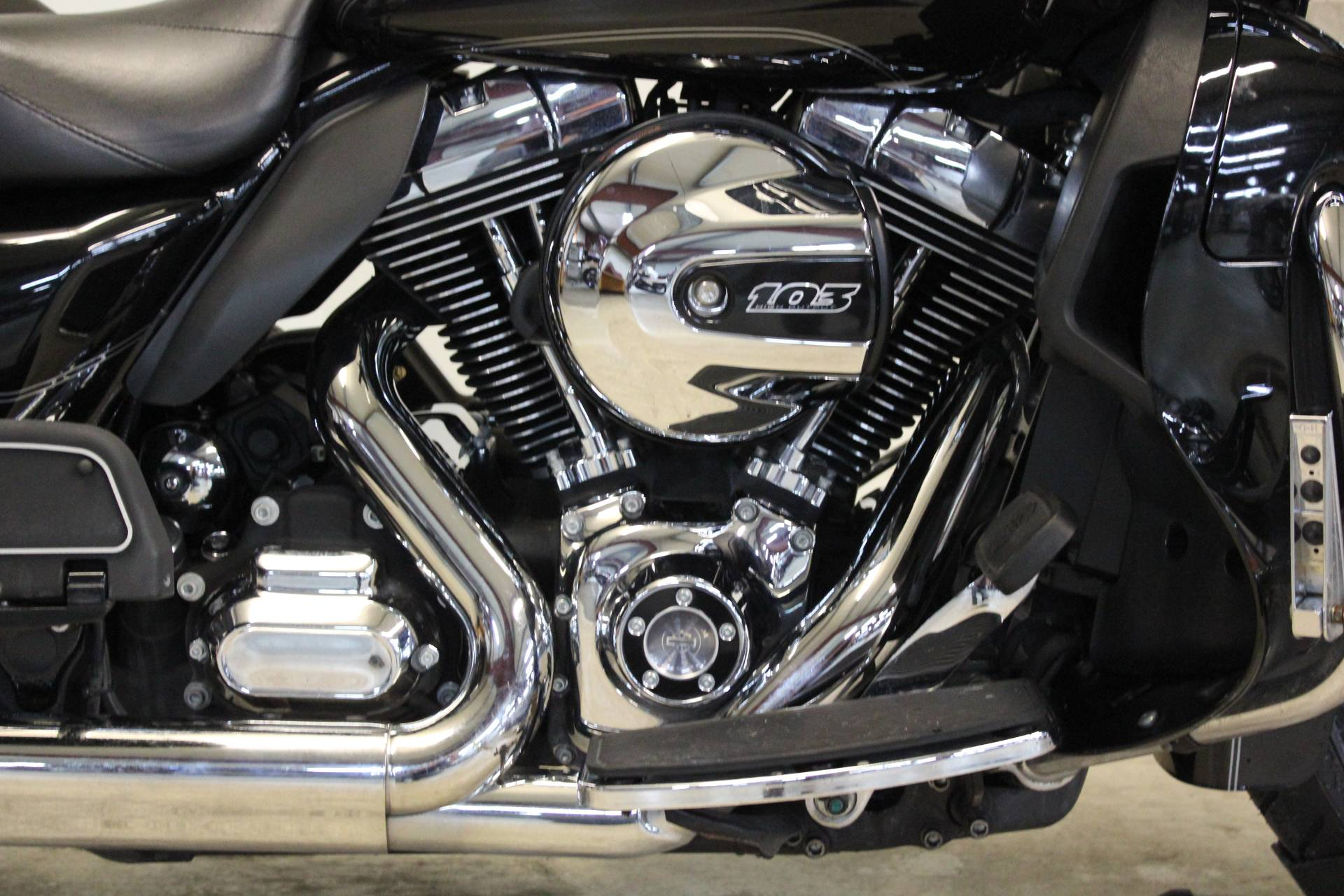 2016 Harley-Davidson Road Glide® Ultra in Pittsfield, Massachusetts - Photo 9