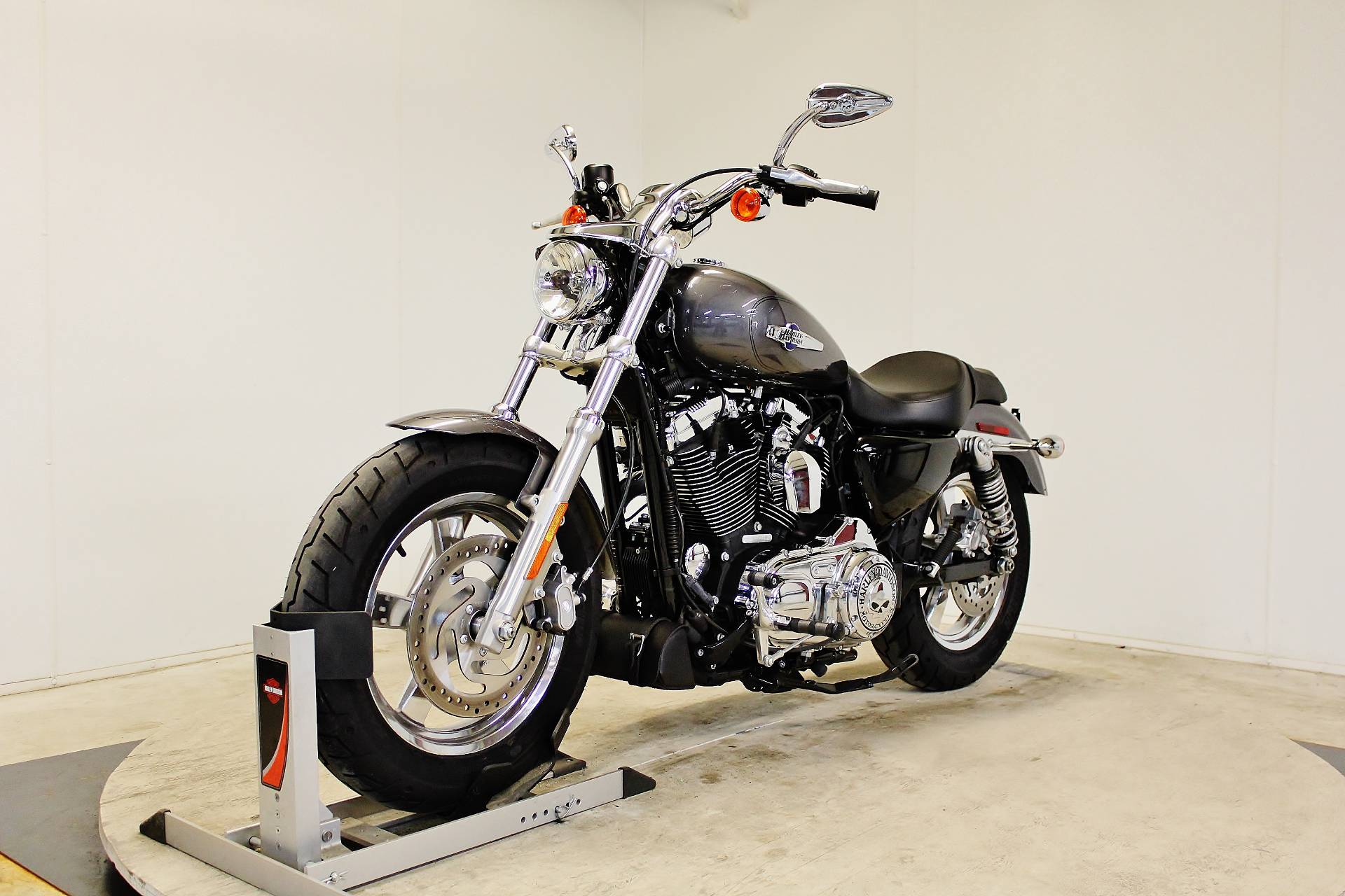 2016 Harley-Davidson 1200 Custom in Pittsfield, Massachusetts