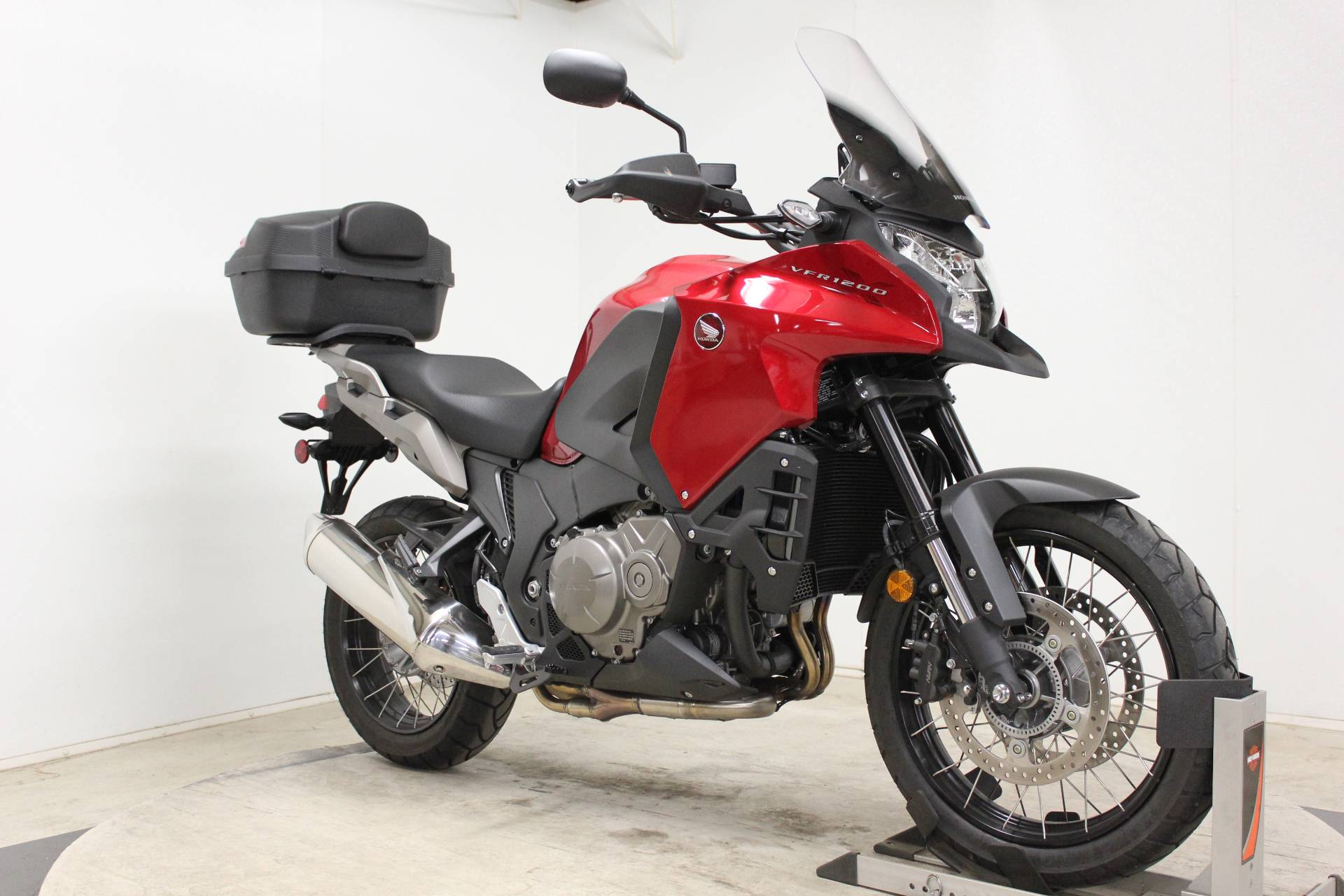 2017 Honda VFR1200X in Pittsfield, Massachusetts - Photo 2