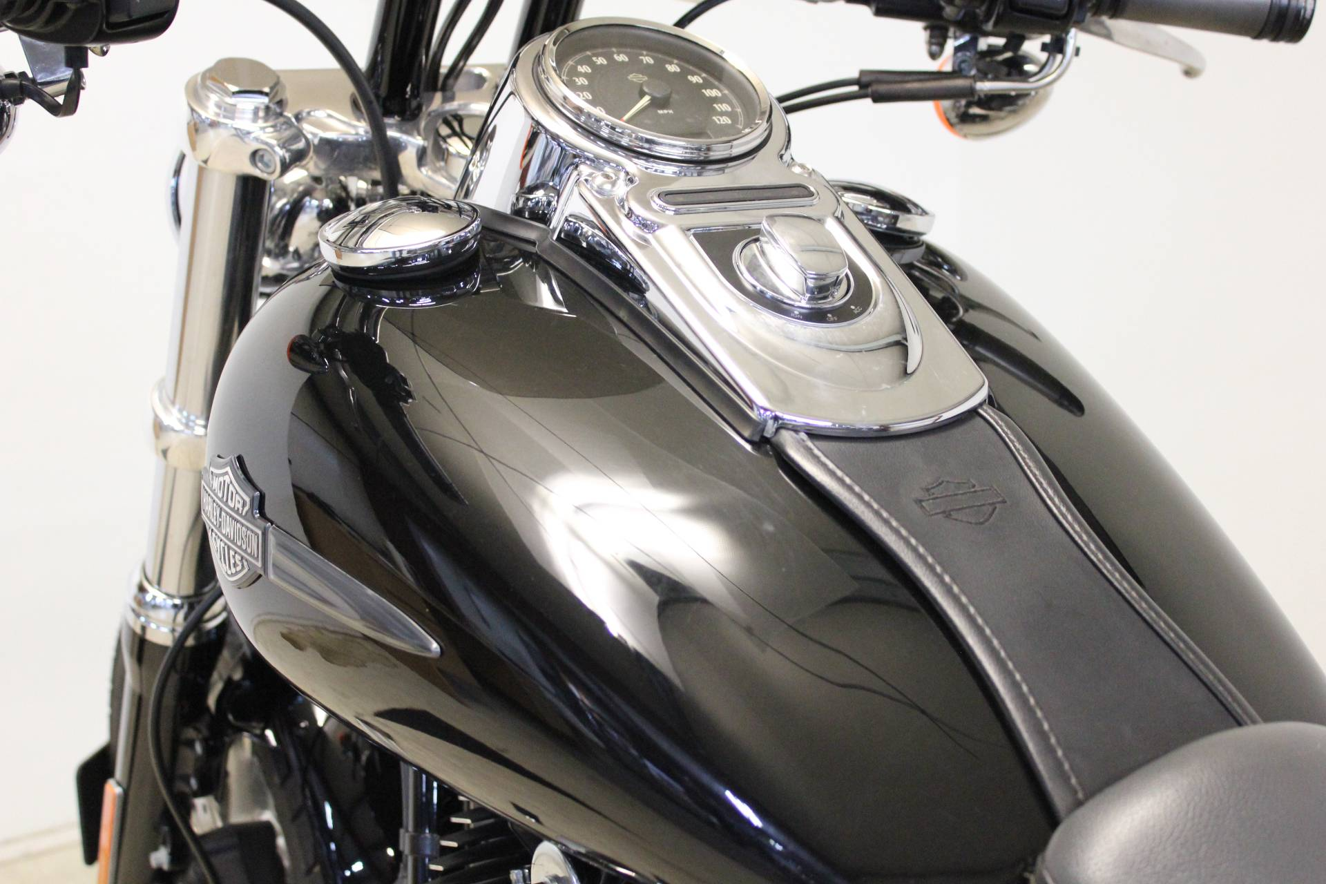 2012 Harley-Davidson Dyna® Fat Bob® in Pittsfield, Massachusetts - Photo 16