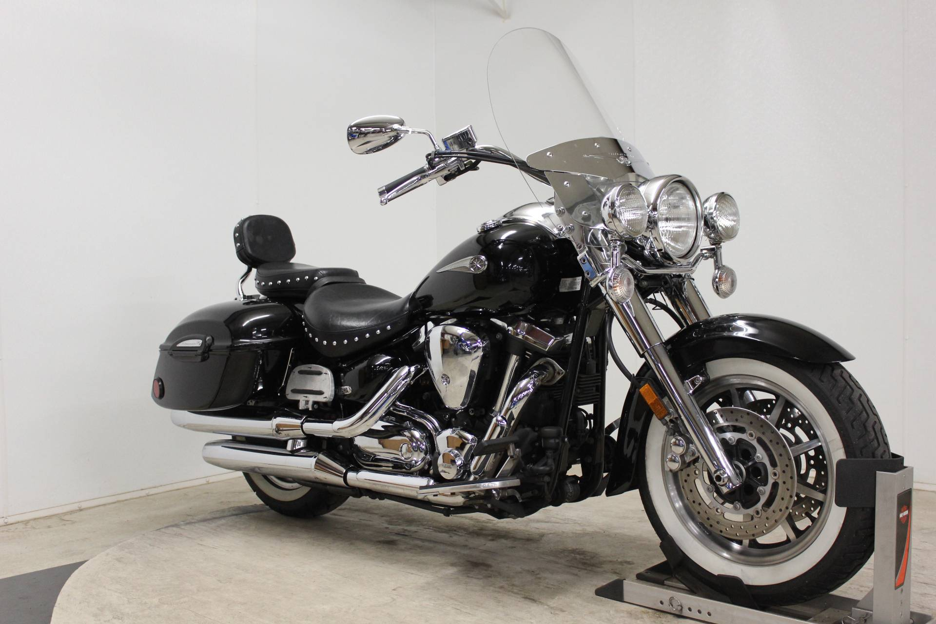 2005 Yamaha Road Star Midnight Silverado® in Pittsfield, Massachusetts - Photo 2