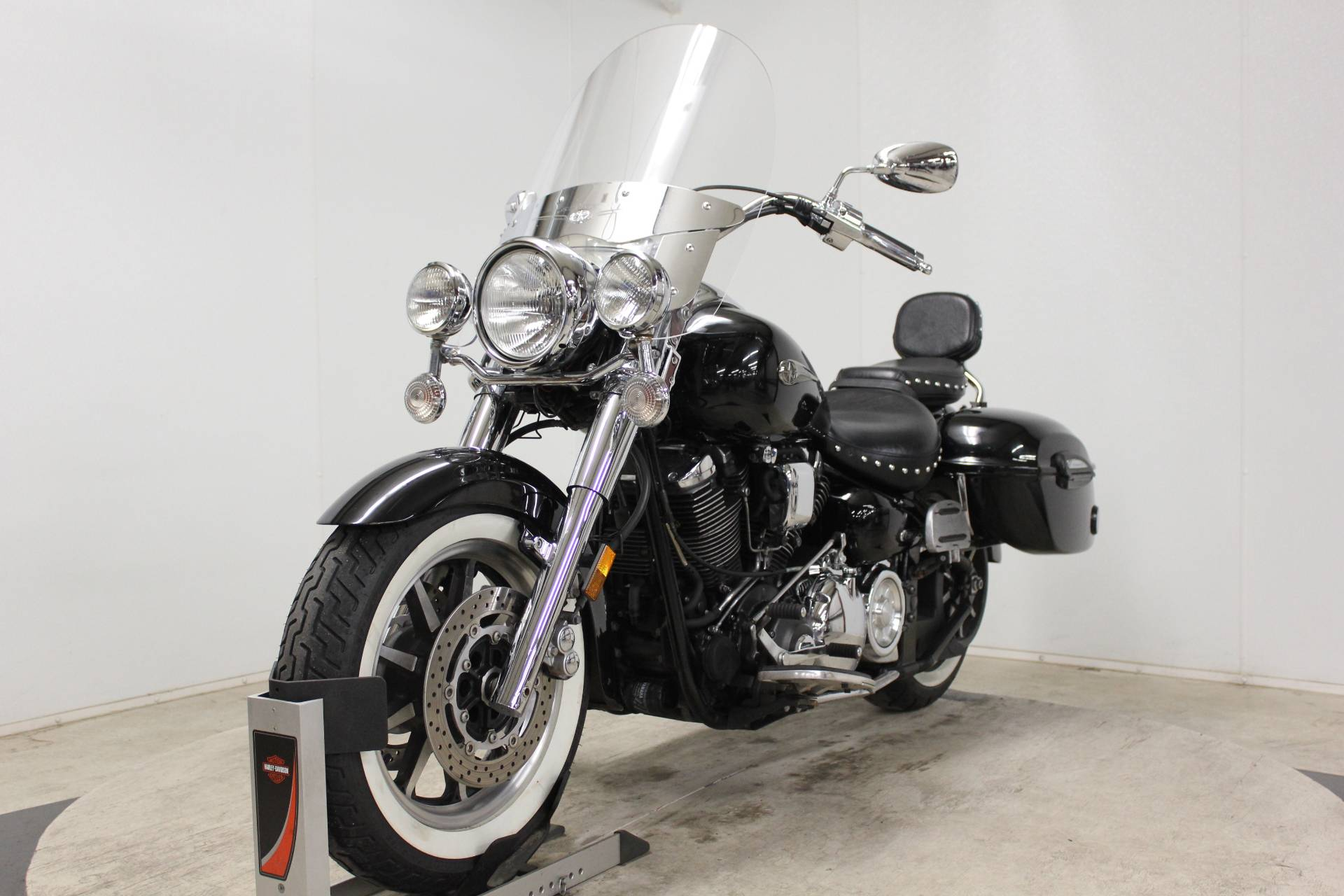 2005 Yamaha Road Star Midnight Silverado® in Pittsfield, Massachusetts - Photo 4