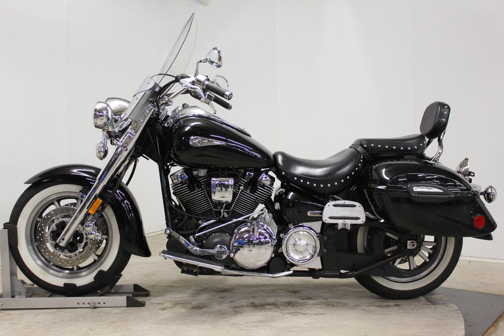 2005 Yamaha Road Star Midnight Silverado® in Pittsfield, Massachusetts - Photo 5