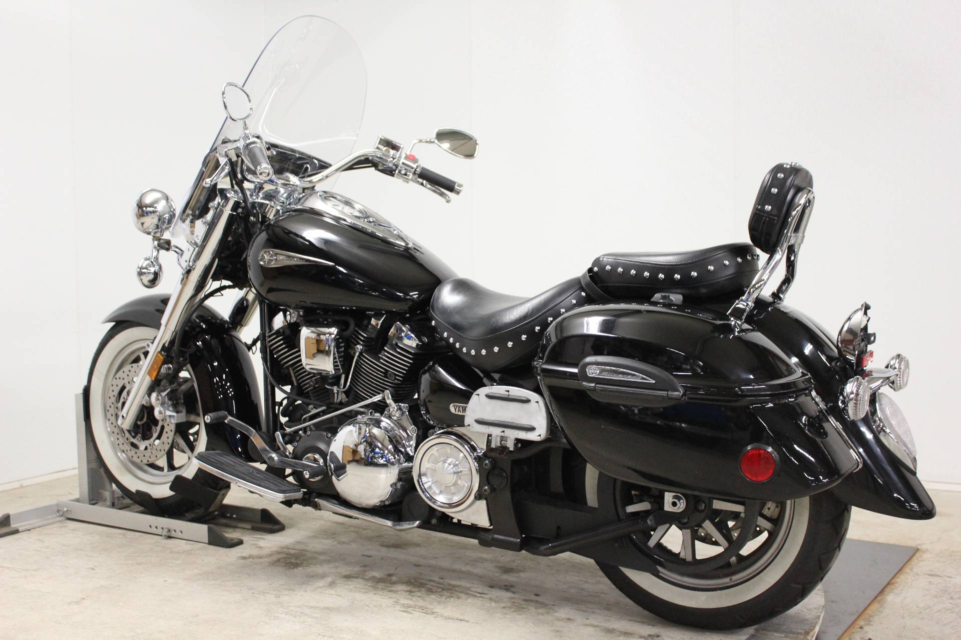 2005 Yamaha Road Star Midnight Silverado® in Pittsfield, Massachusetts - Photo 6