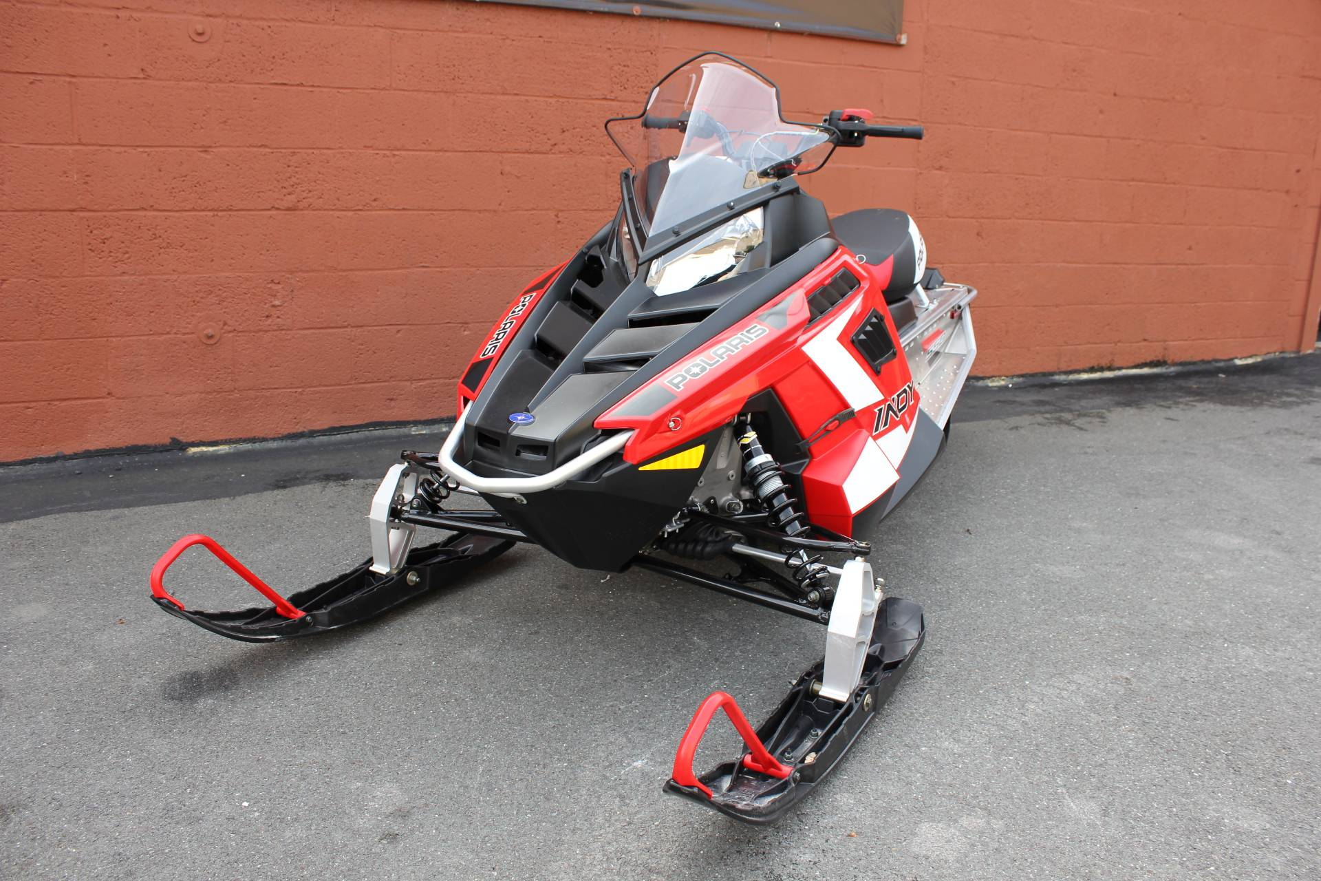 2020 Polaris 550 Indy 121 ES in Pittsfield, Massachusetts - Photo 2