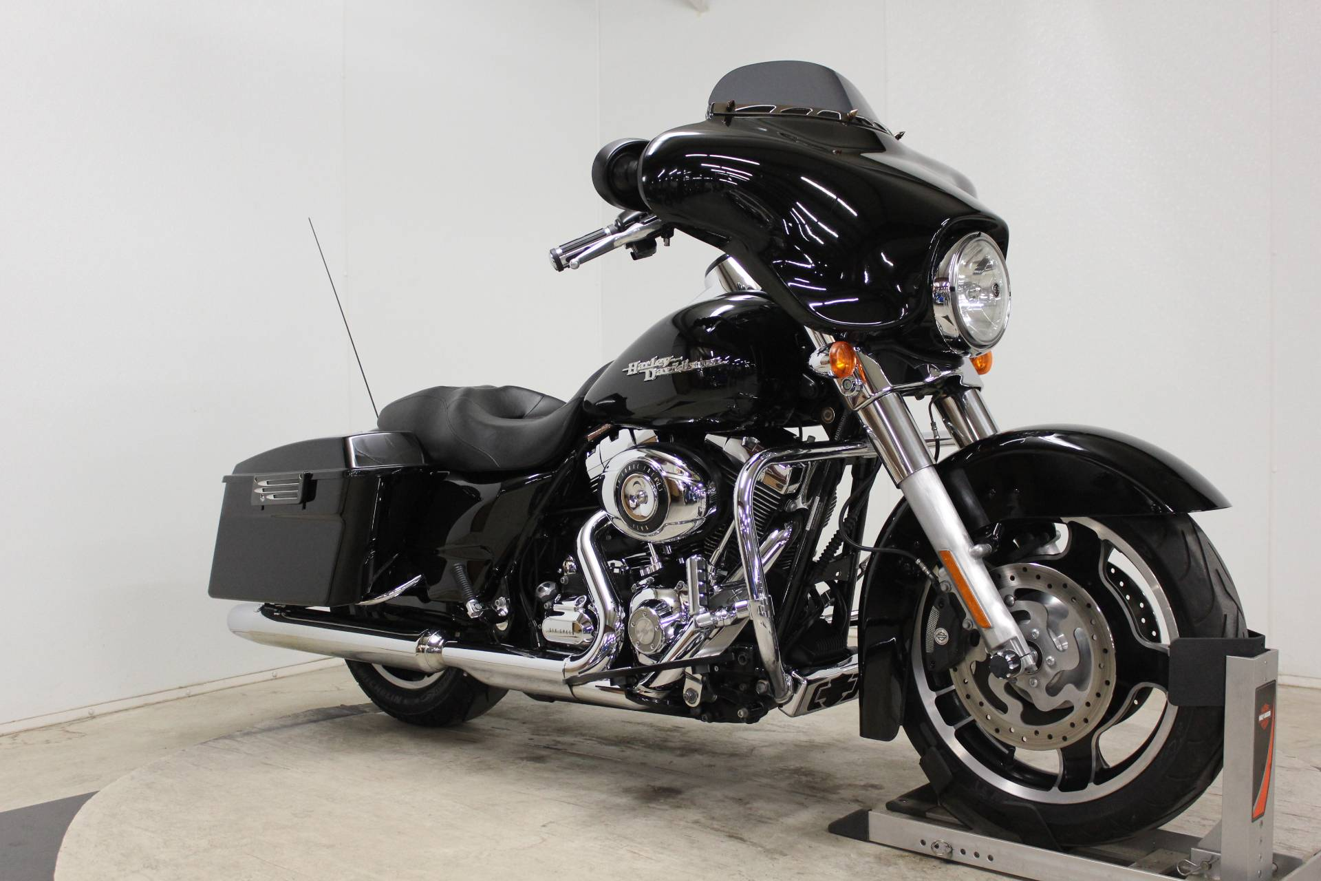 2010 Harley-Davidson Street Glide® in Pittsfield, Massachusetts - Photo 2