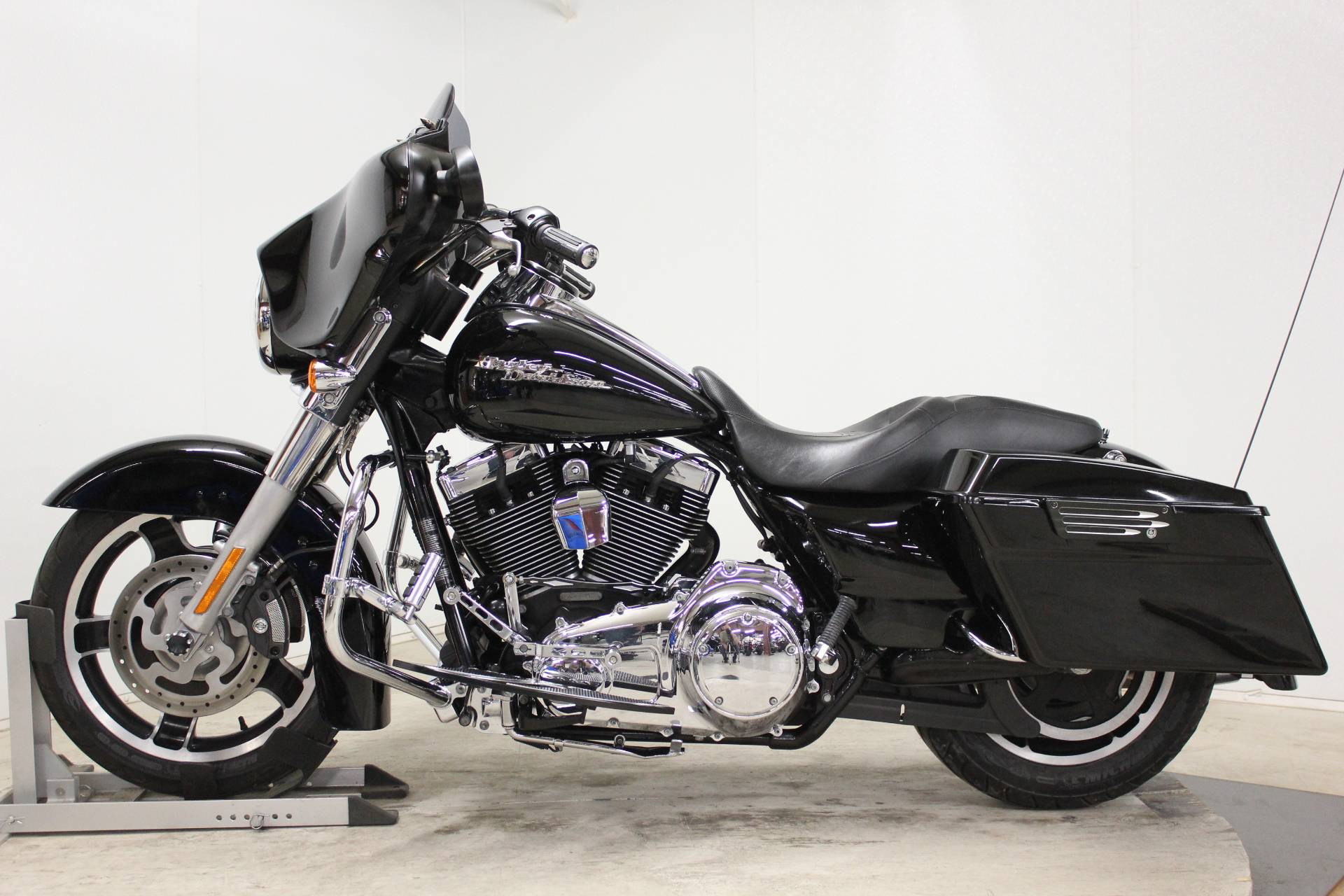 2010 Harley-Davidson Street Glide® in Pittsfield, Massachusetts - Photo 5