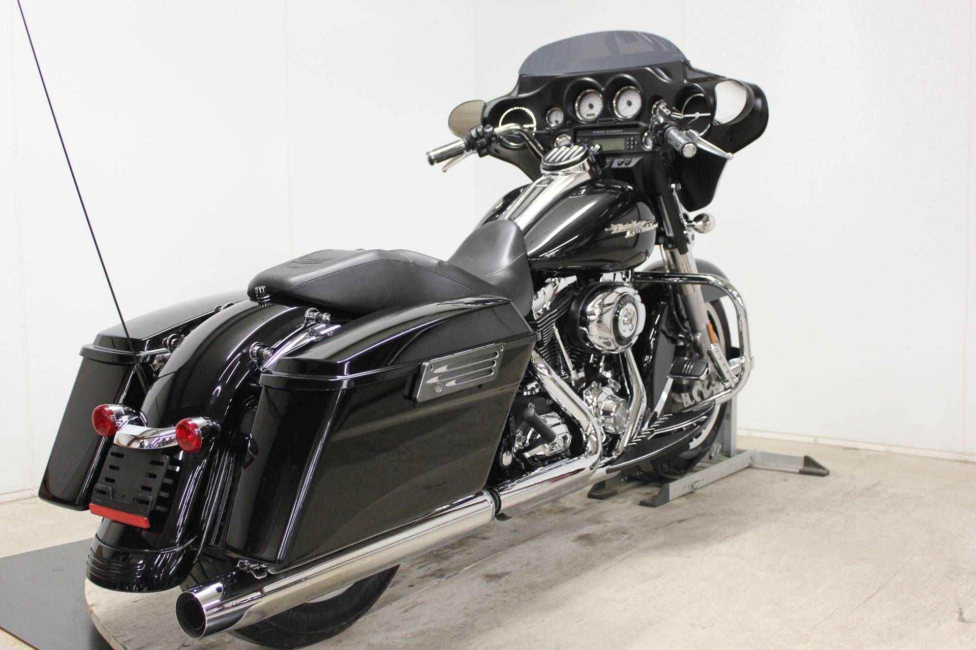 2010 Harley-Davidson Street Glide® in Pittsfield, Massachusetts - Photo 8