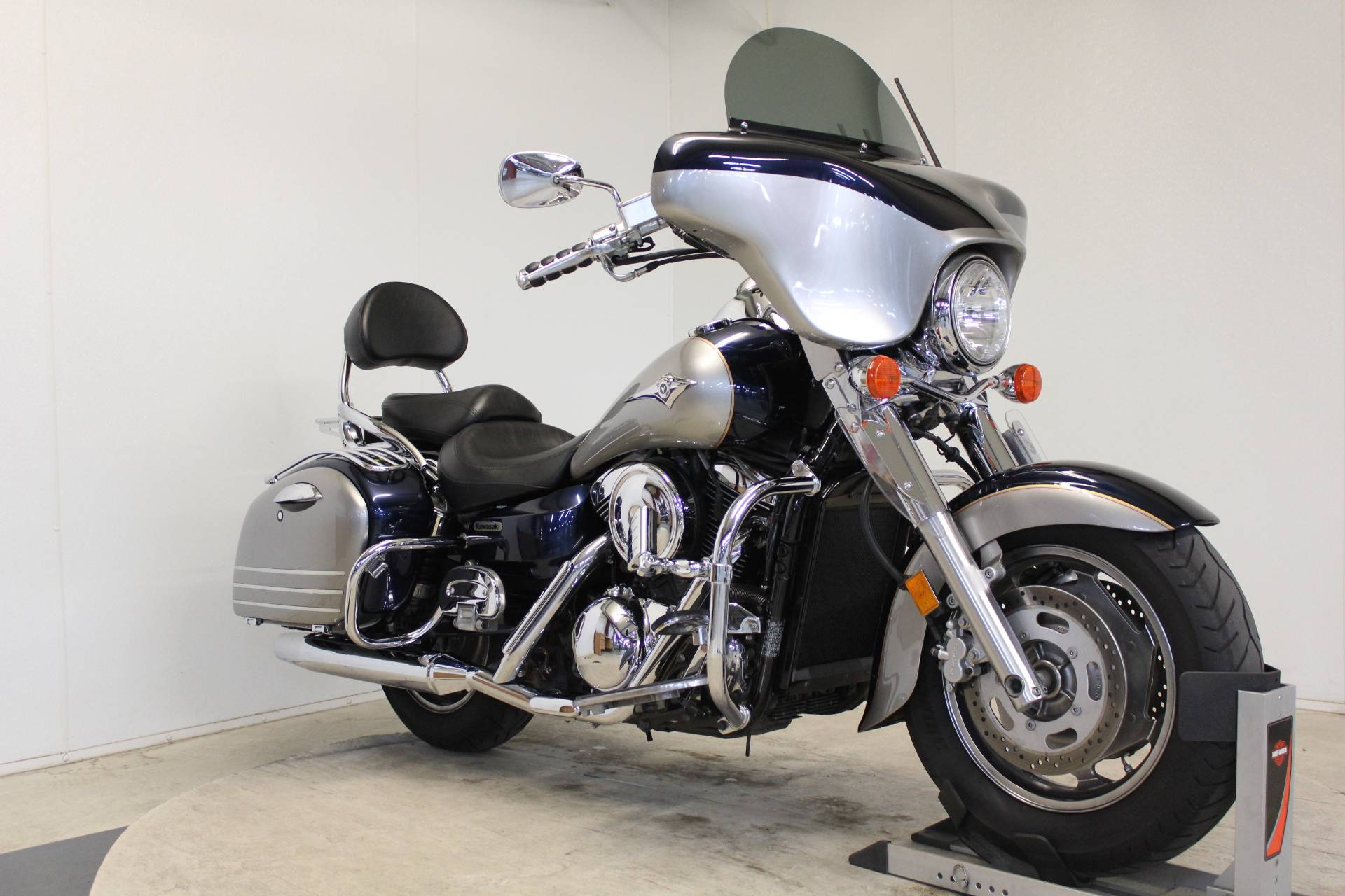 2005 Kawasaki Vulcan 1600 Nomad in Pittsfield, Massachusetts - Photo 2