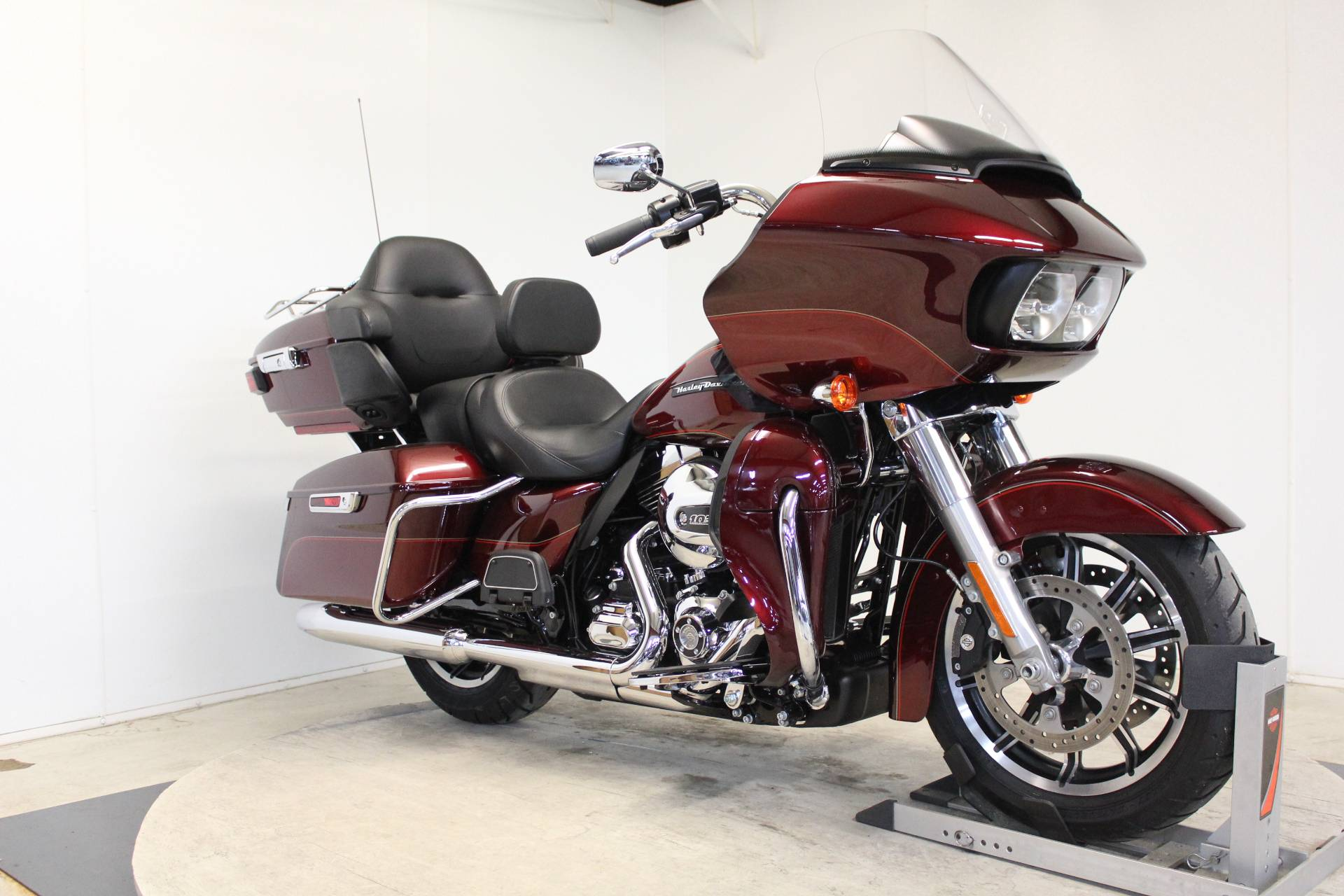 2016 Harley-Davidson Road Glide® Ultra in Pittsfield, Massachusetts - Photo 2
