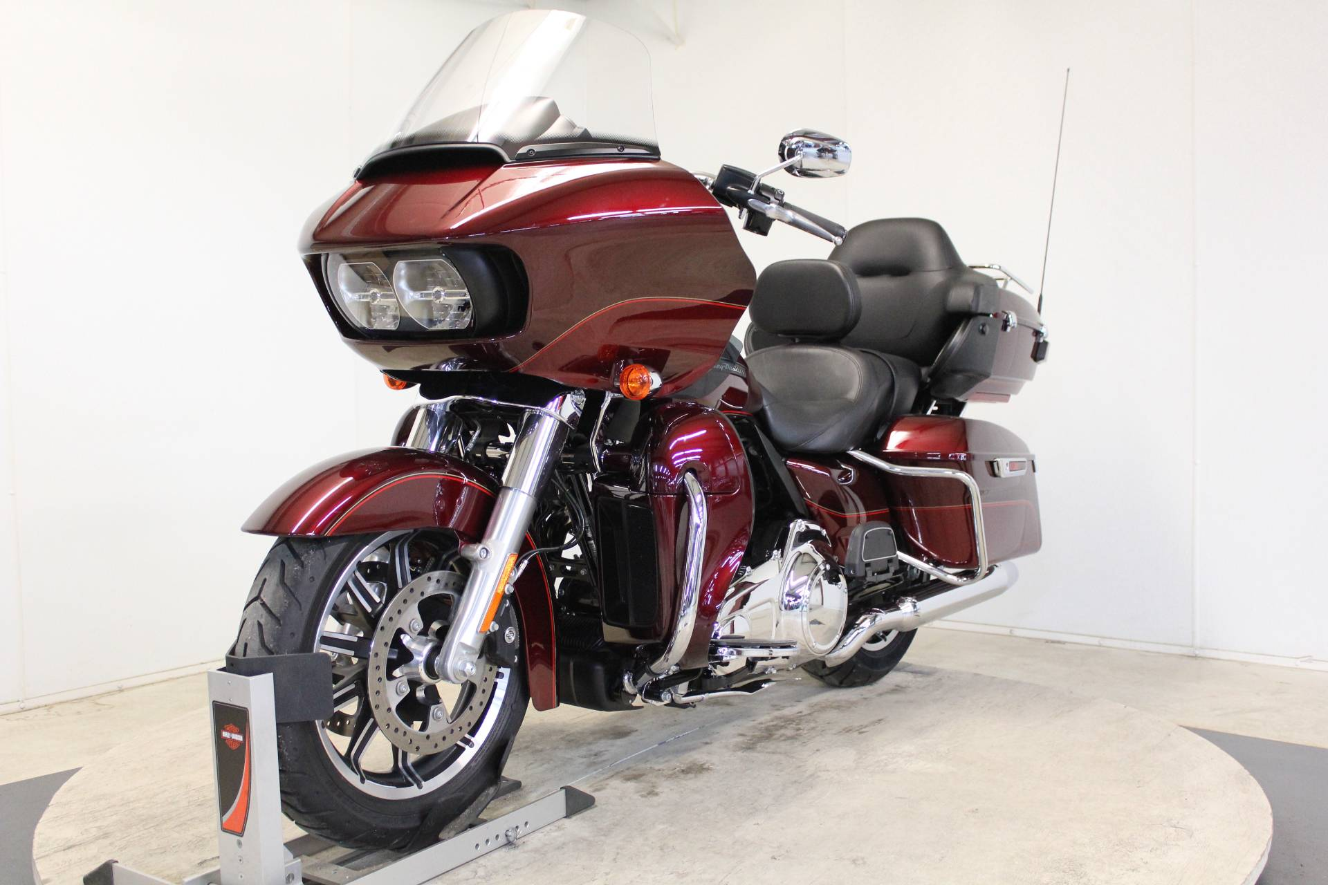 2016 Harley-Davidson Road Glide® Ultra in Pittsfield, Massachusetts - Photo 4