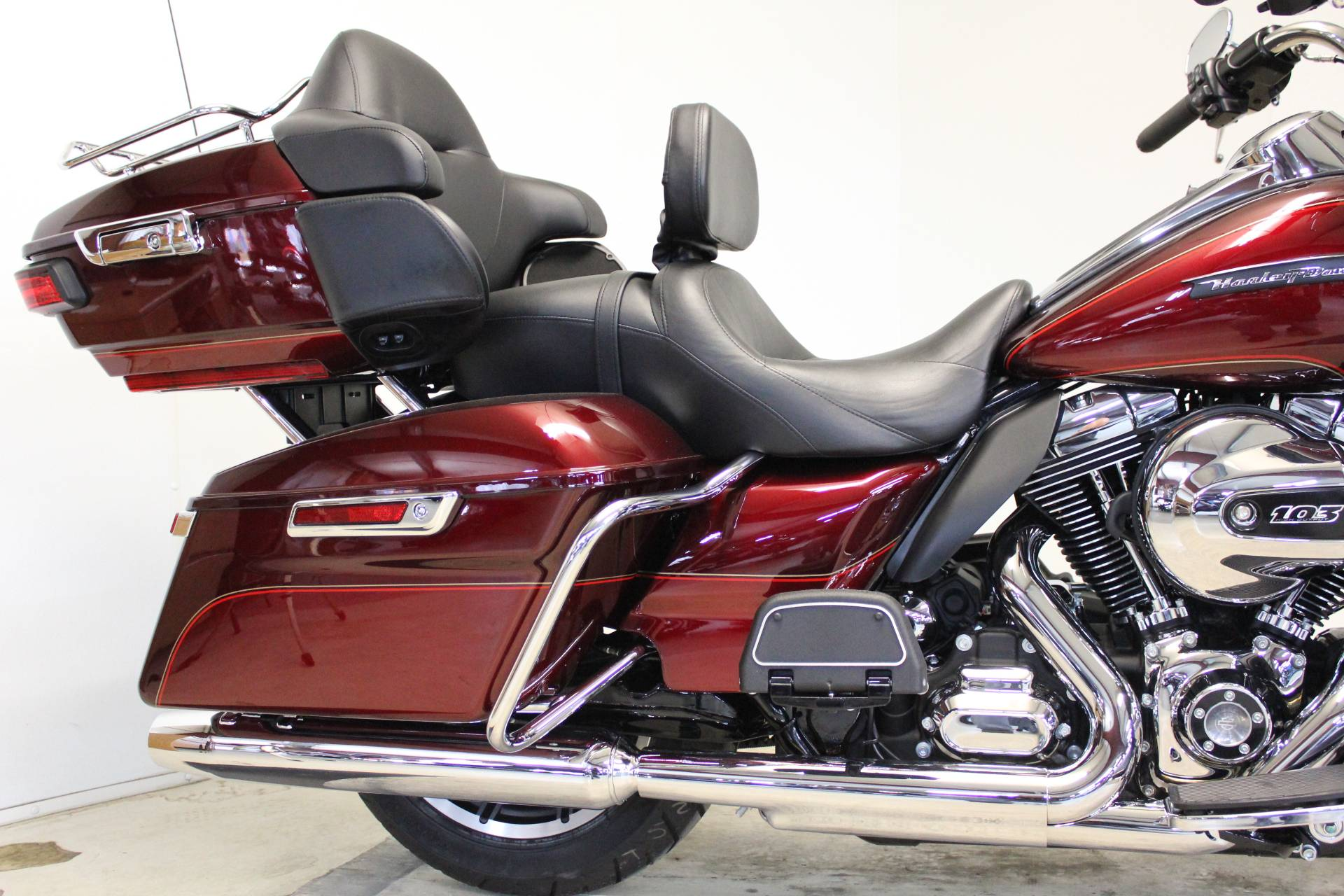 2016 Harley-Davidson Road Glide® Ultra in Pittsfield, Massachusetts - Photo 10