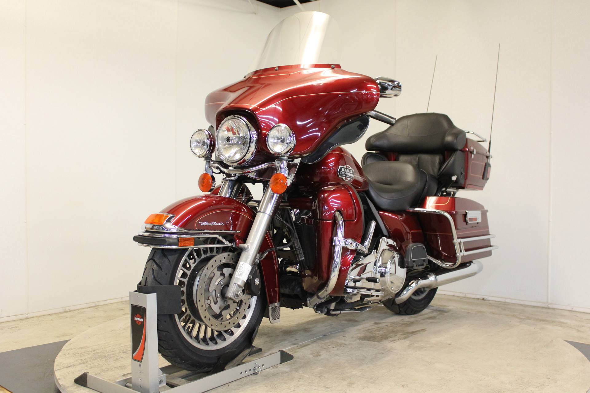2009 Harley-Davidson Ultra Classic® Electra Glide® in Pittsfield, Massachusetts - Photo 4