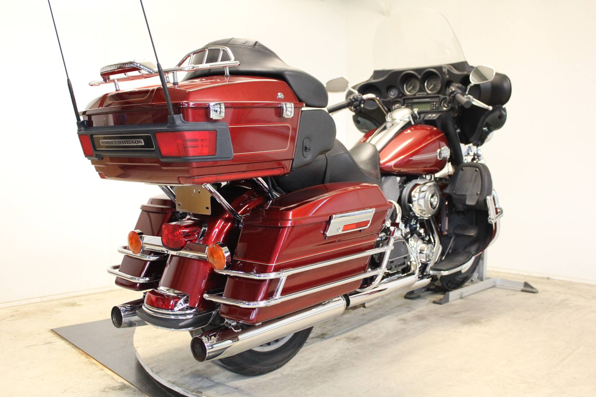 2009 Harley-Davidson Ultra Classic® Electra Glide® in Pittsfield, Massachusetts - Photo 8