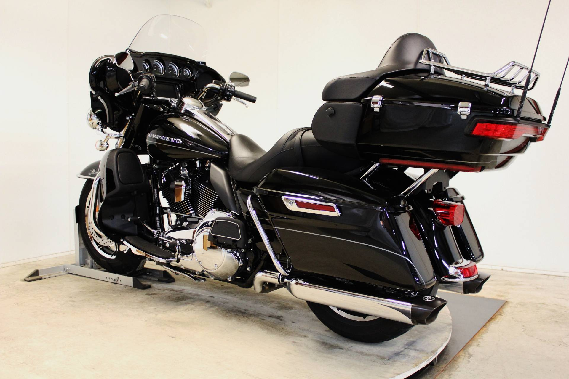 2014 Harley-Davidson Ultra Limited in Pittsfield, Massachusetts