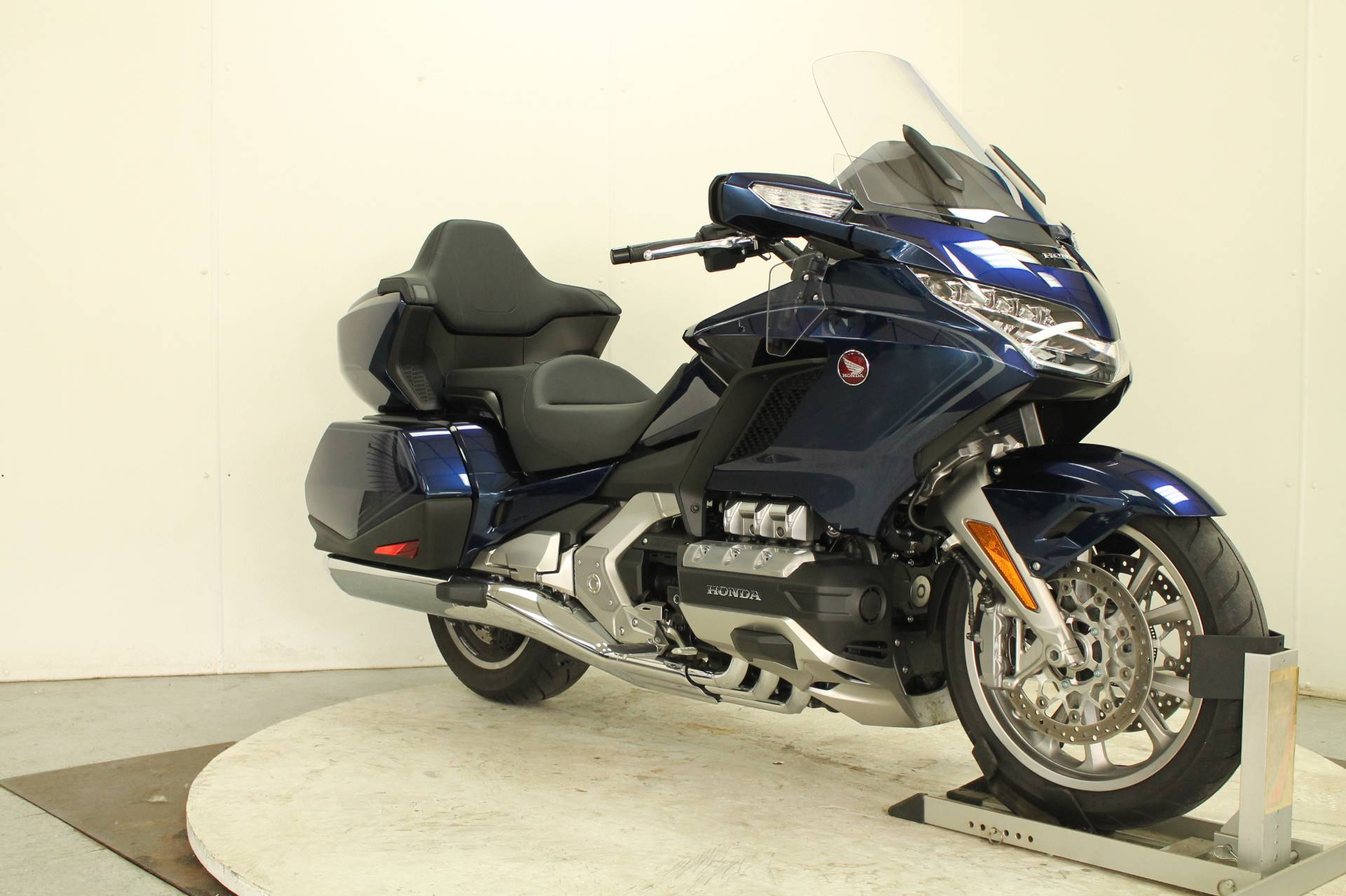 2018 Honda Gold Wing Tour Automatic DCT in Adams, Massachusetts - Photo 2