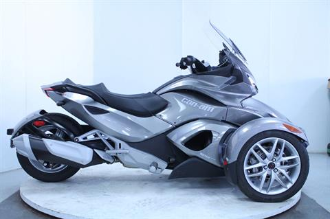 2013 Can-Am Spyder® ST SE5 in Adams, Massachusetts