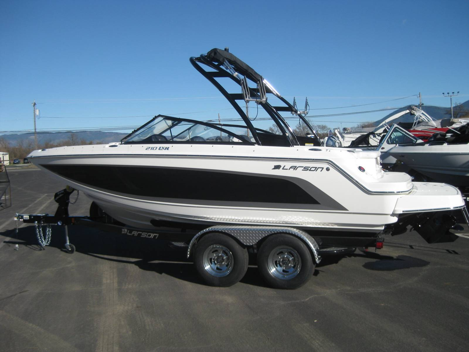 2019 Larson LXH 210 IO in Lakeport, California