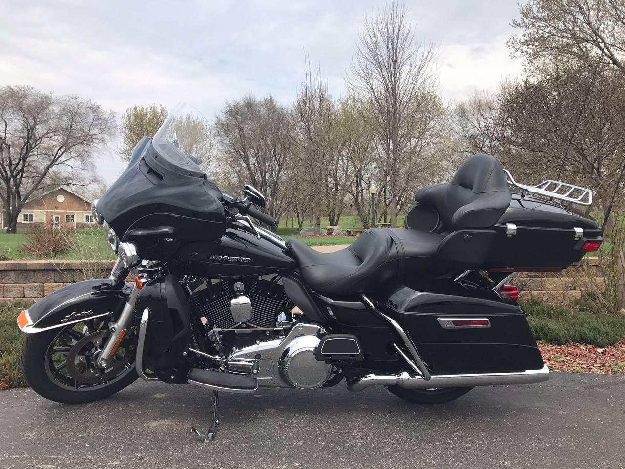 2016 Harley-Davidson Limited in Mankato, Minnesota