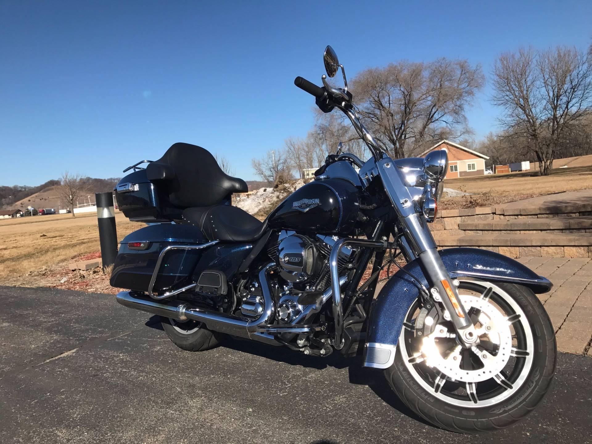 2014 Harley-Davidson Road King in Mankato, Minnesota