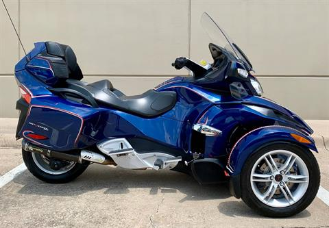 2010 Can-Am Spyder® RT Audio & Convenience SE5 in Plano, Texas - Photo 3