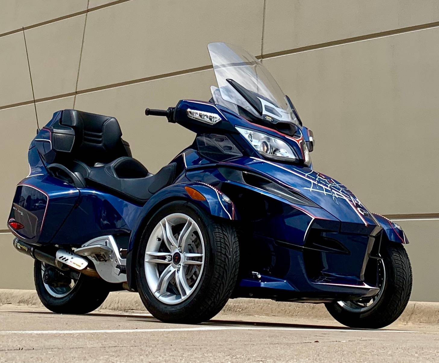 2010 Can-Am Spyder® RT Audio & Convenience SE5 in Plano, Texas - Photo 1