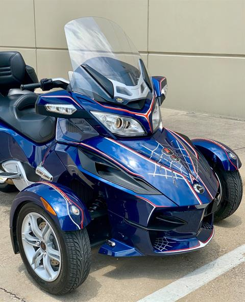 2010 Can-Am Spyder® RT Audio & Convenience SE5 in Plano, Texas - Photo 4