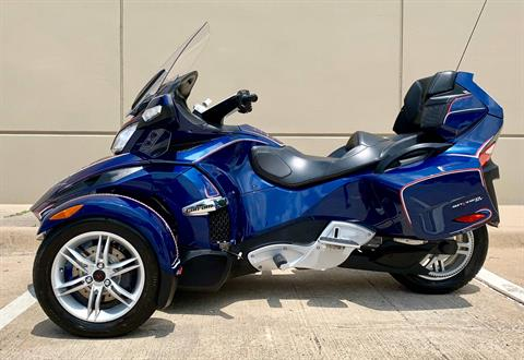 2010 Can-Am Spyder® RT Audio & Convenience SE5 in Plano, Texas - Photo 9