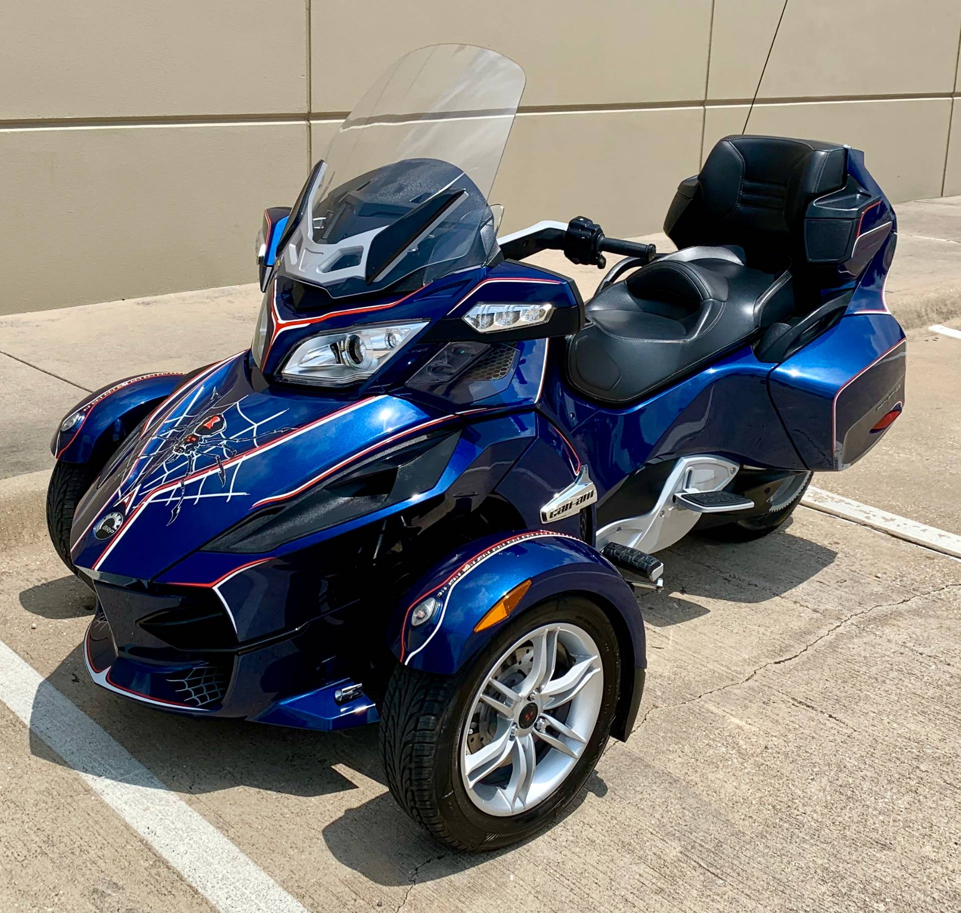 2010 Can-Am Spyder® RT Audio & Convenience SE5 in Plano, Texas - Photo 8