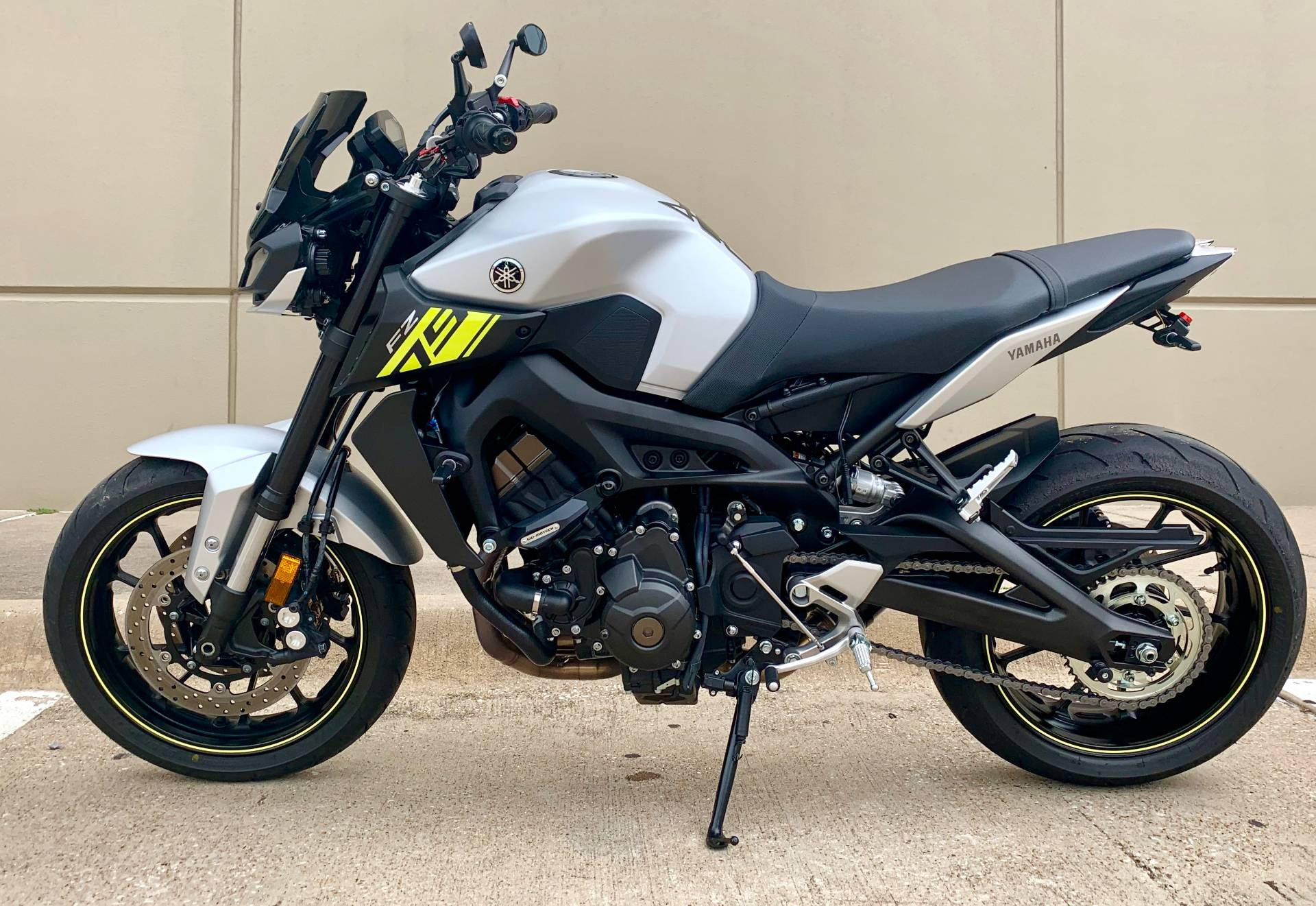 2017 Yamaha FZ-09 in Plano, Texas - Photo 8