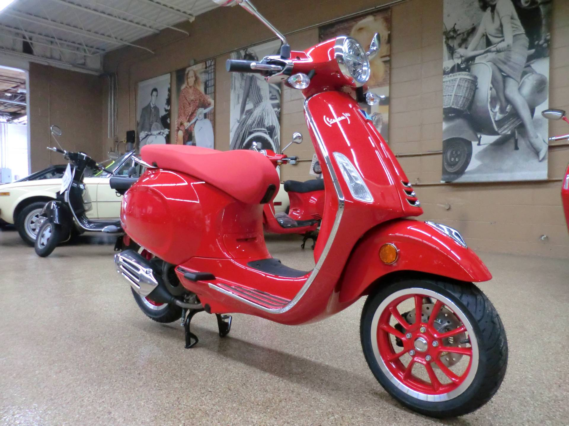 2021 Vespa Primavera 150 iGet Red in Downers Grove, Illinois - Photo 1