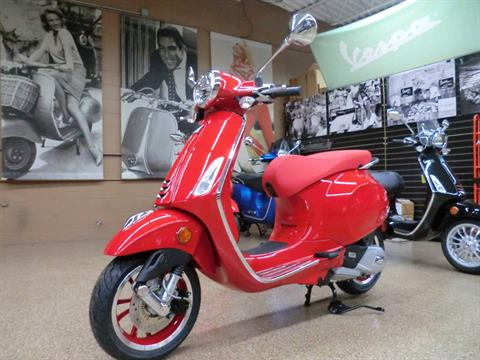 2021 Vespa Primavera 150 iGet Red in Downers Grove, Illinois - Photo 2