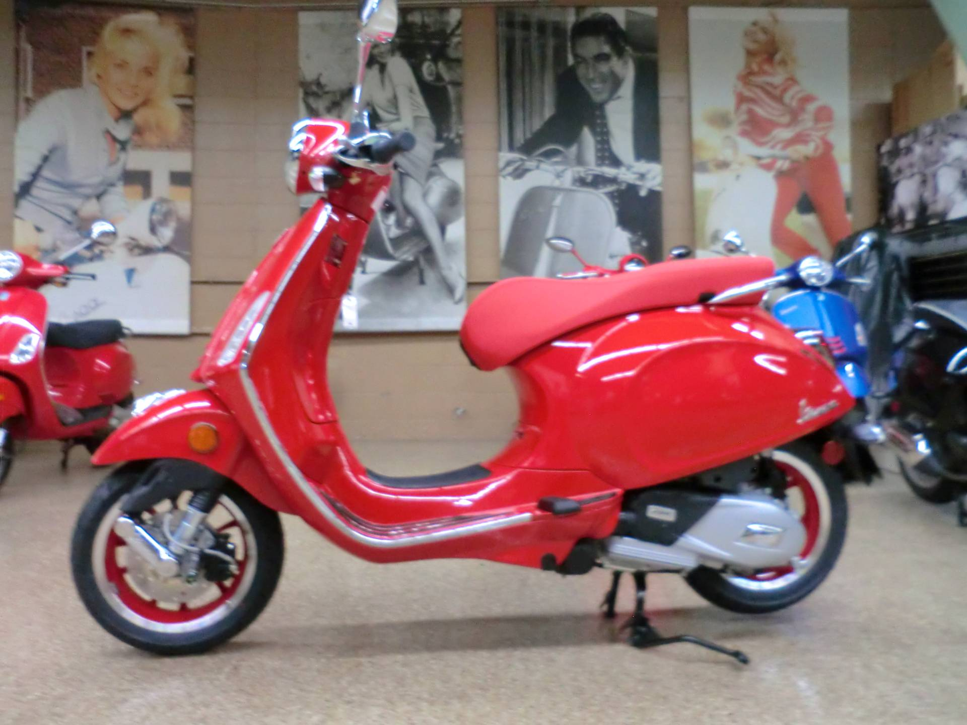 2021 Vespa Primavera 150 iGet Red in Downers Grove, Illinois - Photo 3