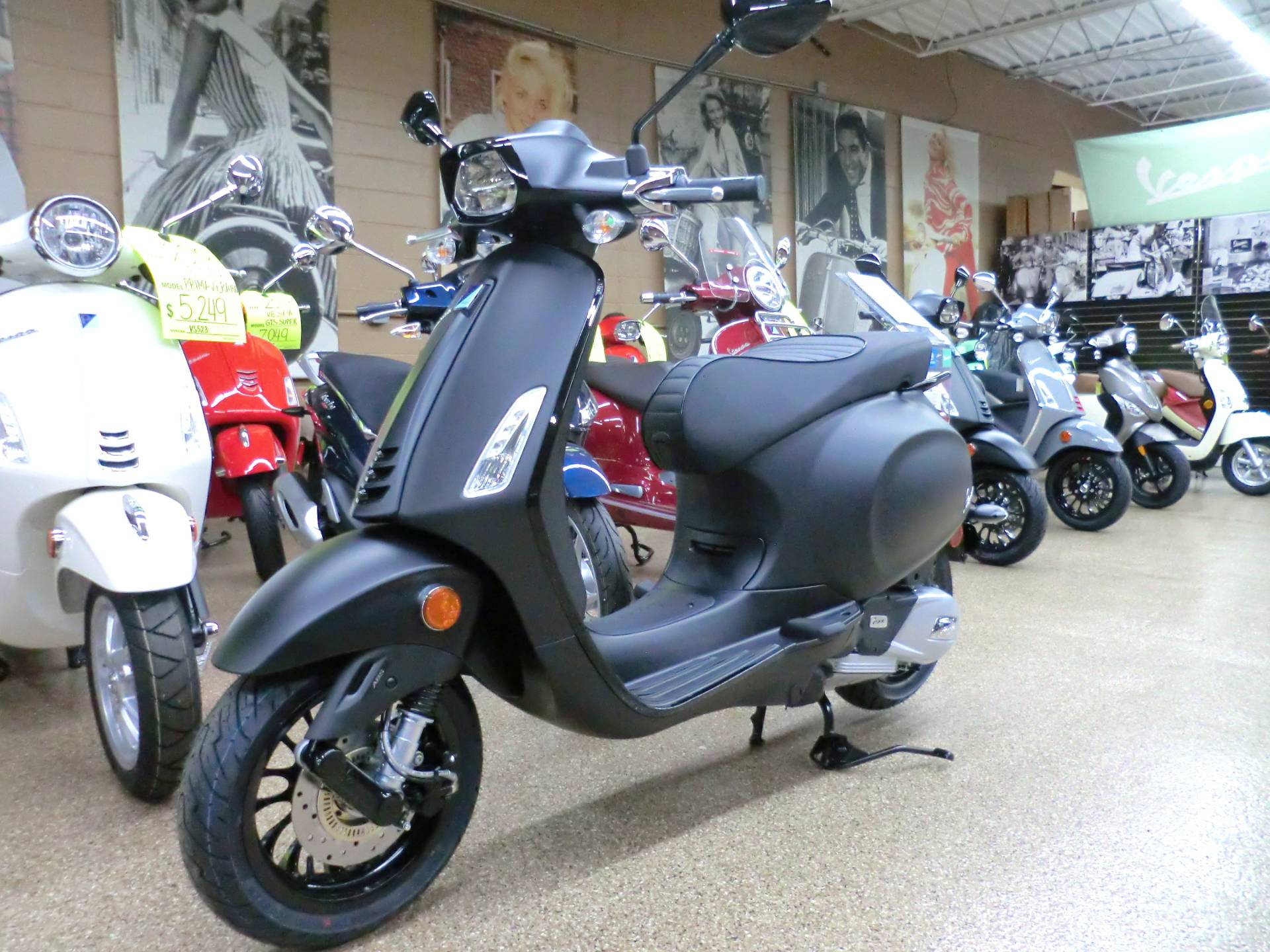 2020 Vespa Sprint Notte 150 in Downers Grove, Illinois - Photo 3