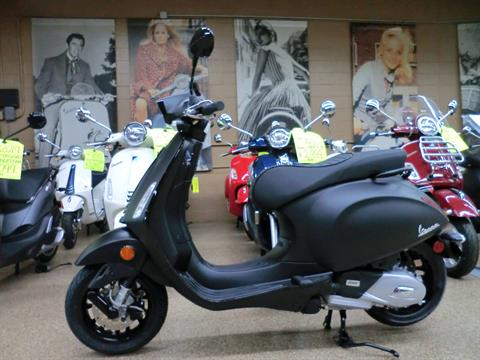 2020 Vespa Sprint Notte 150 in Downers Grove, Illinois - Photo 4
