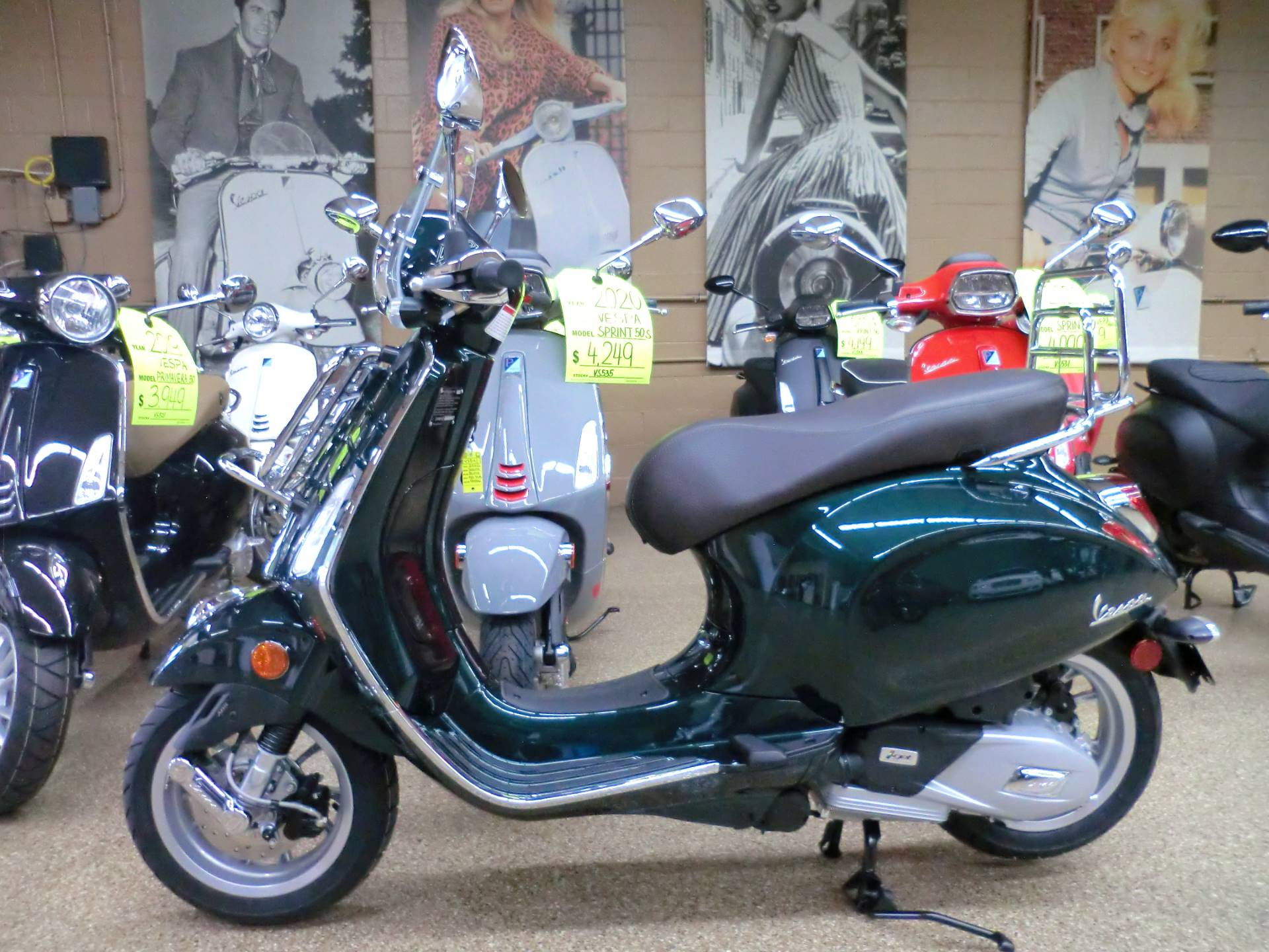 2020 Vespa Primavera 150 Touring in Downers Grove, Illinois - Photo 4