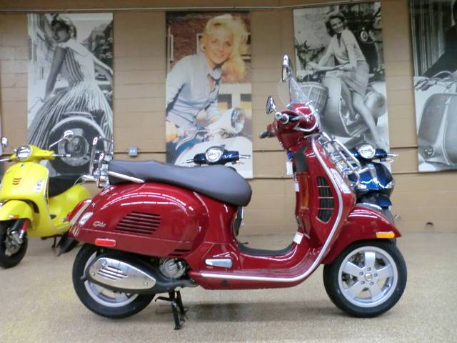 2018 Vespa GTS 300 Touring in Downers Grove, Illinois