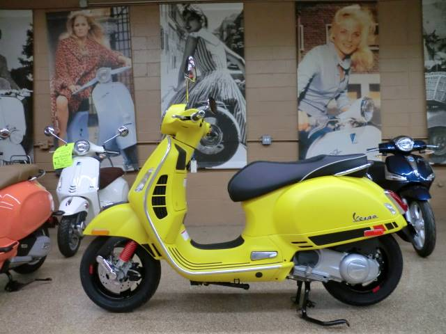 2018 Vespa GTS Super Sport 300 in Downers Grove, Illinois