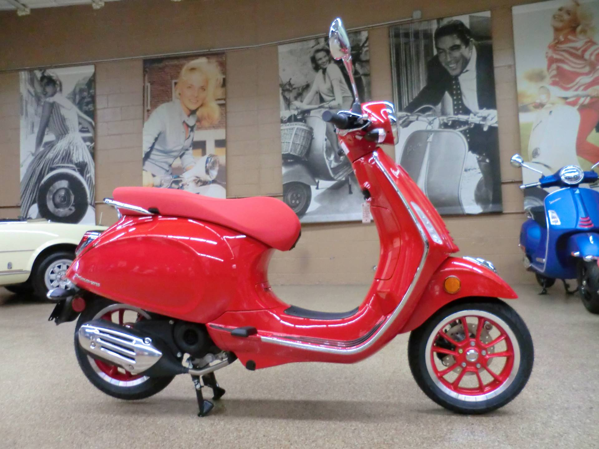 2021 Vespa Primavera 50 iGet Red in Downers Grove, Illinois - Photo 6