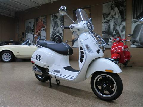 2017 Vespa GTS Super 300 in Downers Grove, Illinois - Photo 1