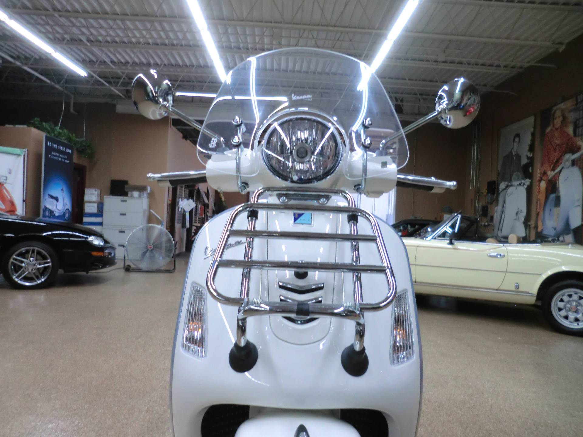2017 Vespa GTS Super 300 in Downers Grove, Illinois - Photo 2
