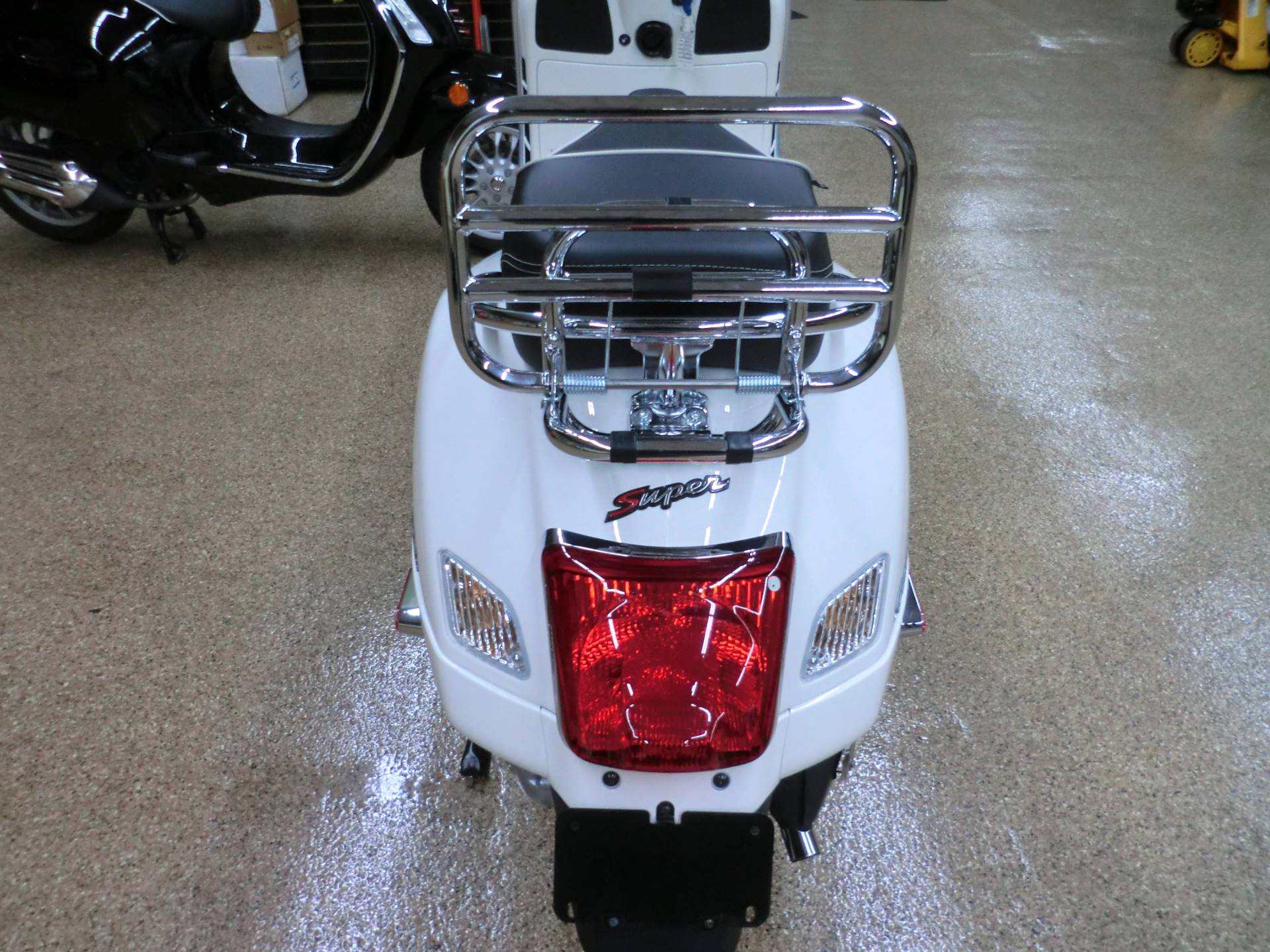 2017 Vespa GTS Super 300 in Downers Grove, Illinois - Photo 5