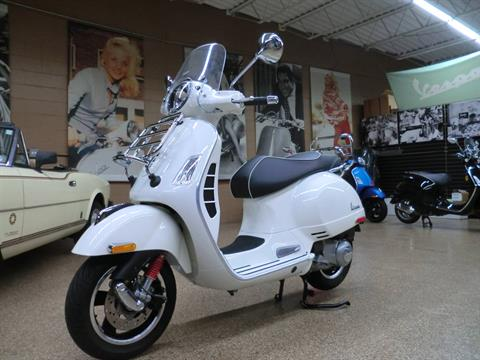 2017 Vespa GTS Super 300 in Downers Grove, Illinois - Photo 3