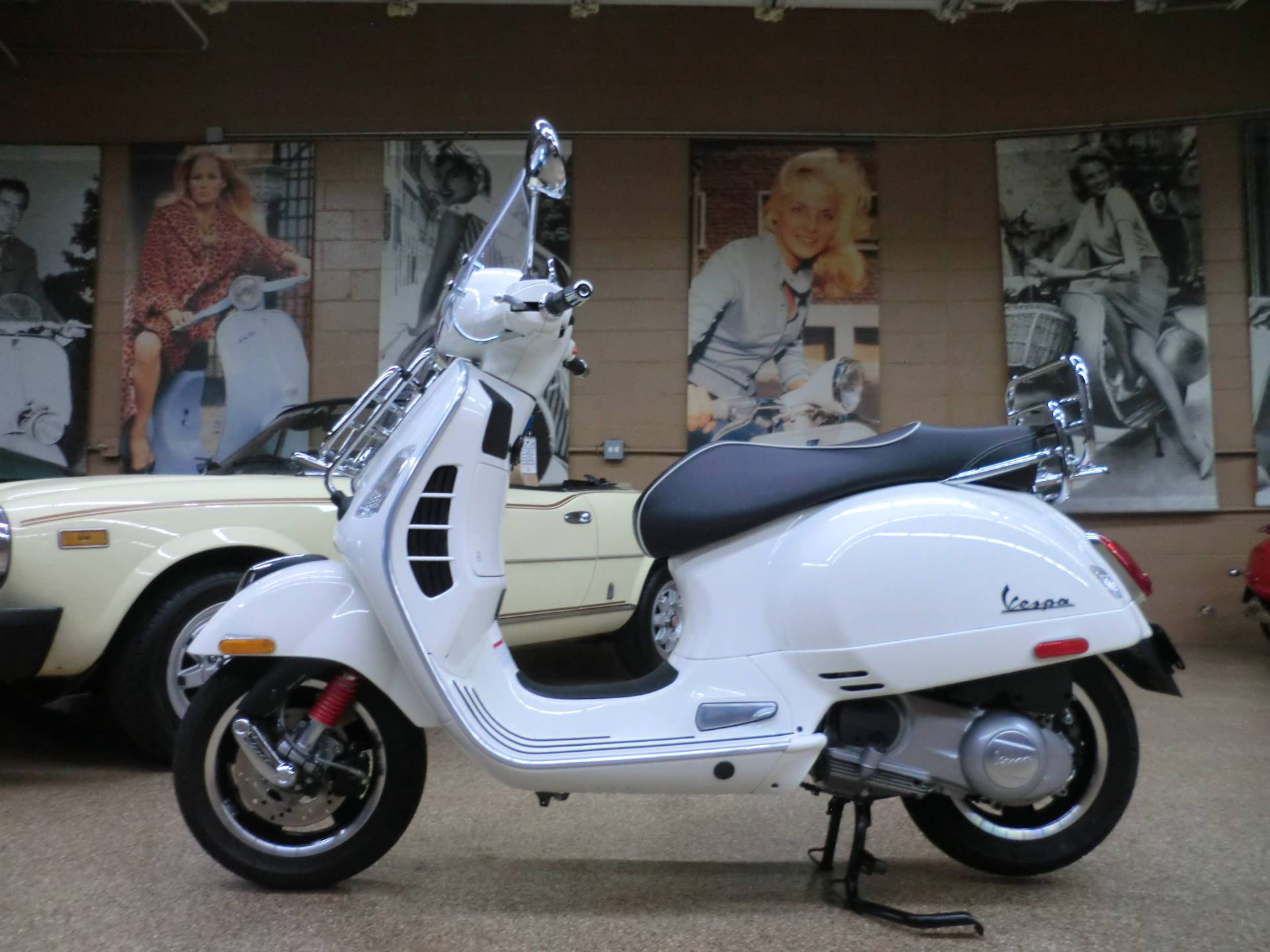 2017 Vespa GTS Super 300 in Downers Grove, Illinois - Photo 4